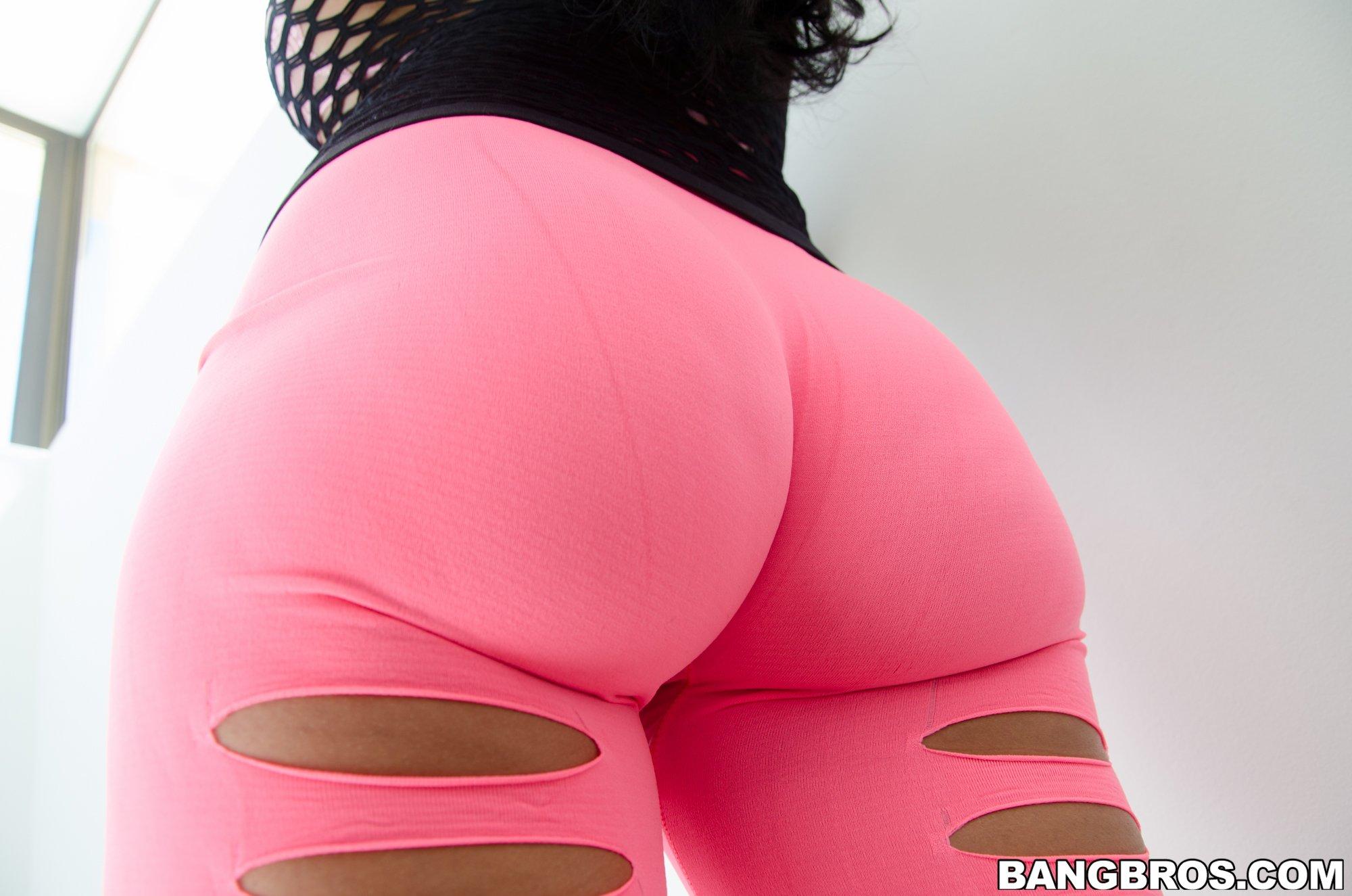 Marta la croft in pink spandex Marta La Croft Big Ass Slut In Spandex Asses Photo