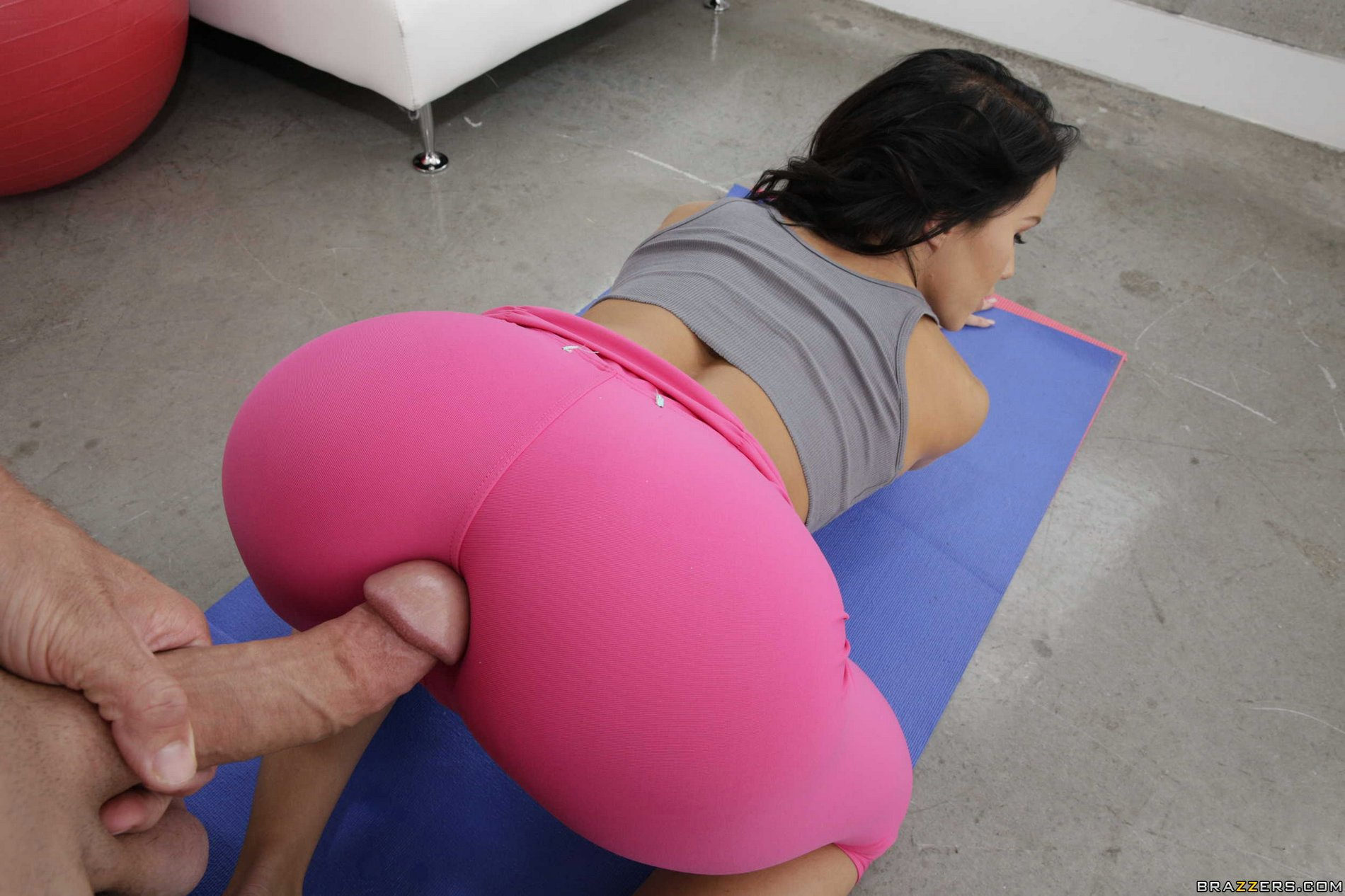 girl fucked through hole in yoga pants