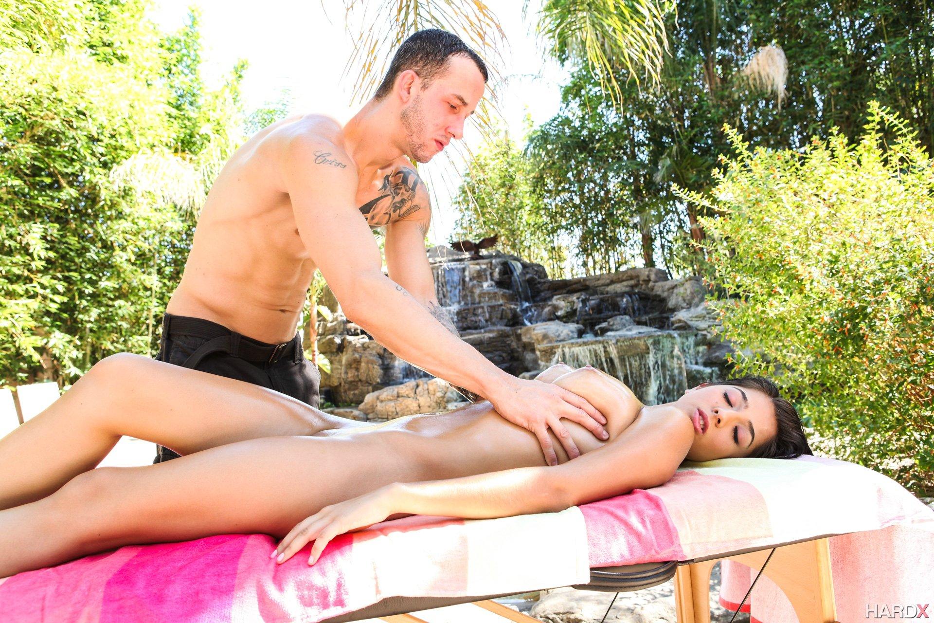 Mogna eskort massage windsor