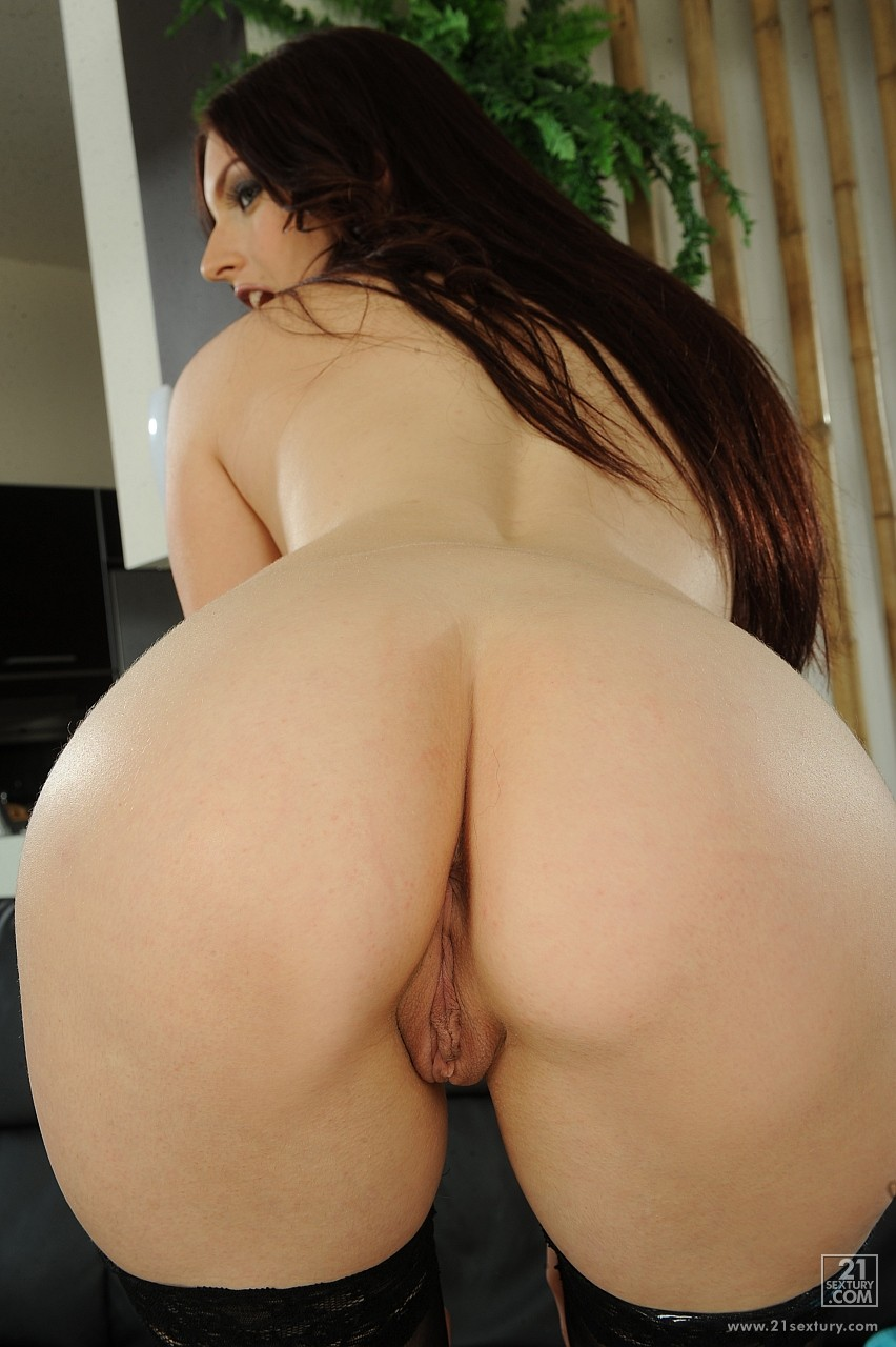 mira sunset in stockings dildoing her pussy and