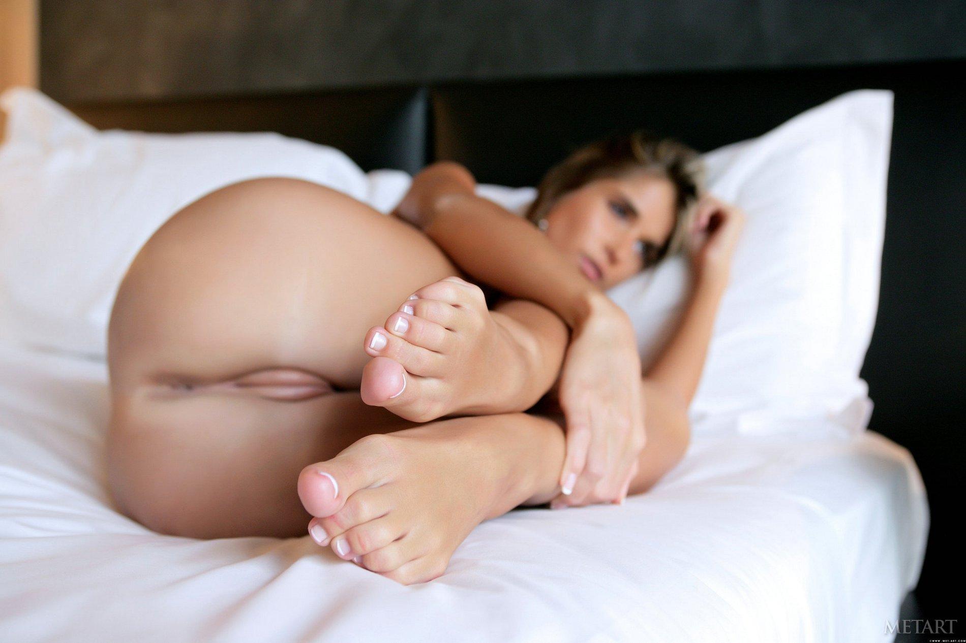 Hairy Brunette Nessa Devil With Nice Feet Wearing Black Stockings Enjoying Groupsex