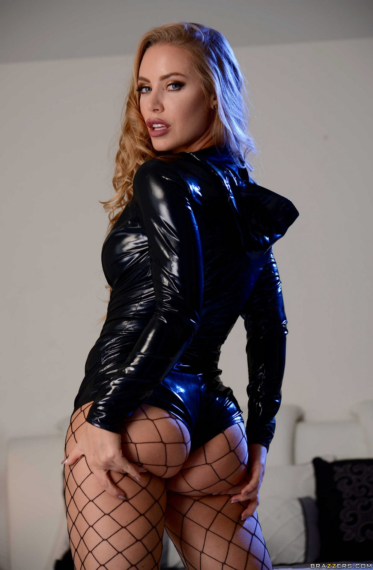 Nicole Aniston in latex outfit, fishnet stockings and ...