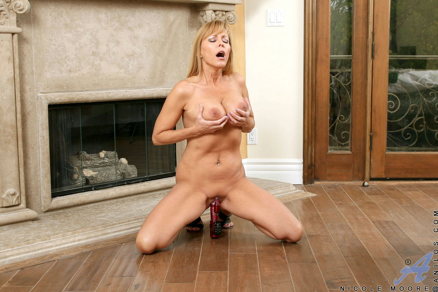 Busty Milf Nicole Moore Playing With Her Favorite Vibrator - My -2289