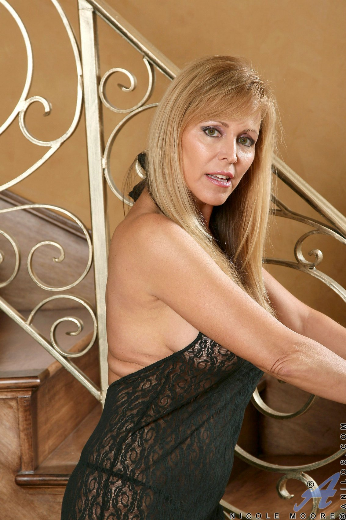 Gorgeous MILF Nicole Moore shows off her sexy body and big ...