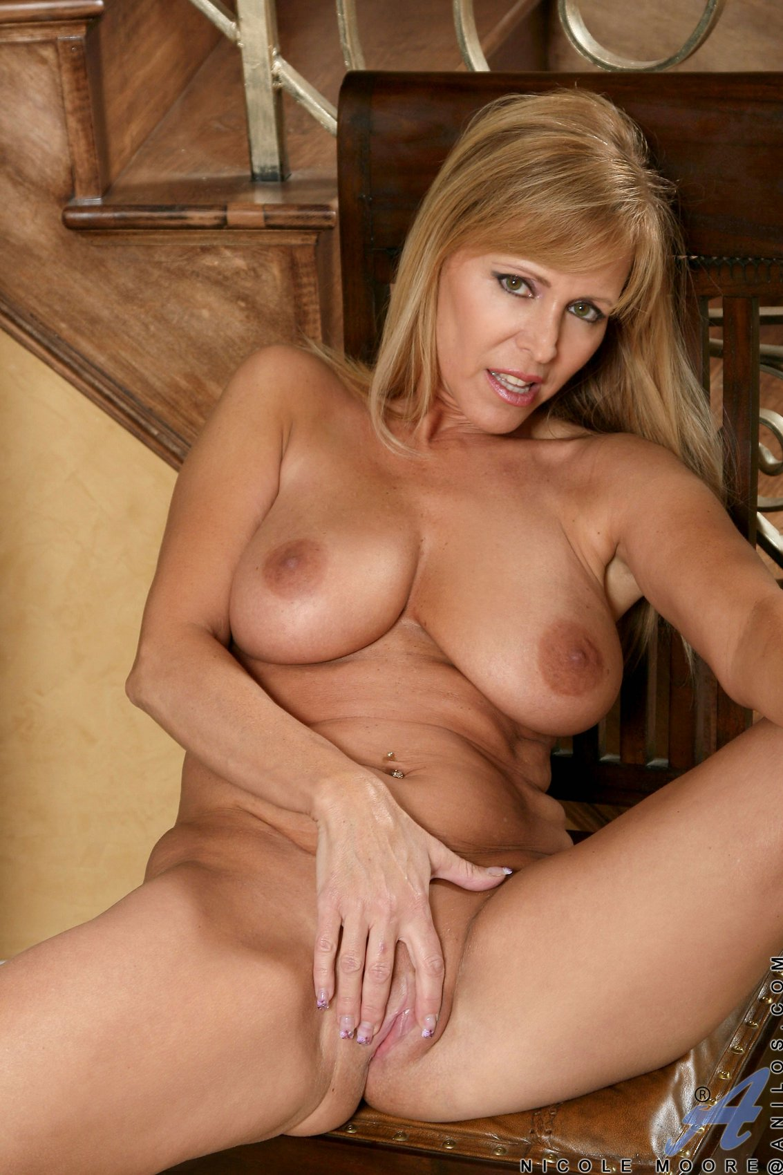 Gorgeous Milf Nicole Moore Shows Off Her Sexy Body And Big Boobs - My -5576