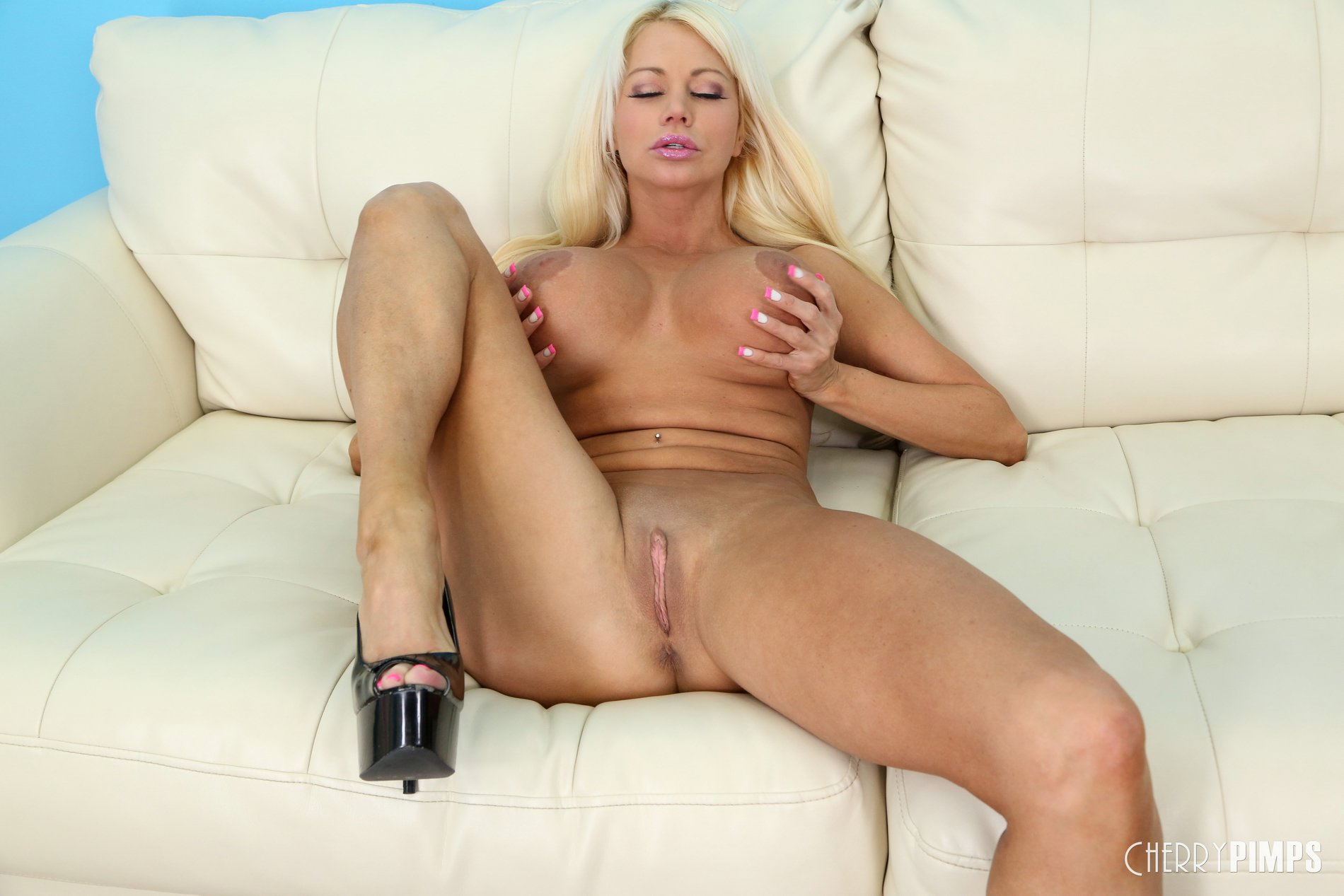 Nikita von james blowjob