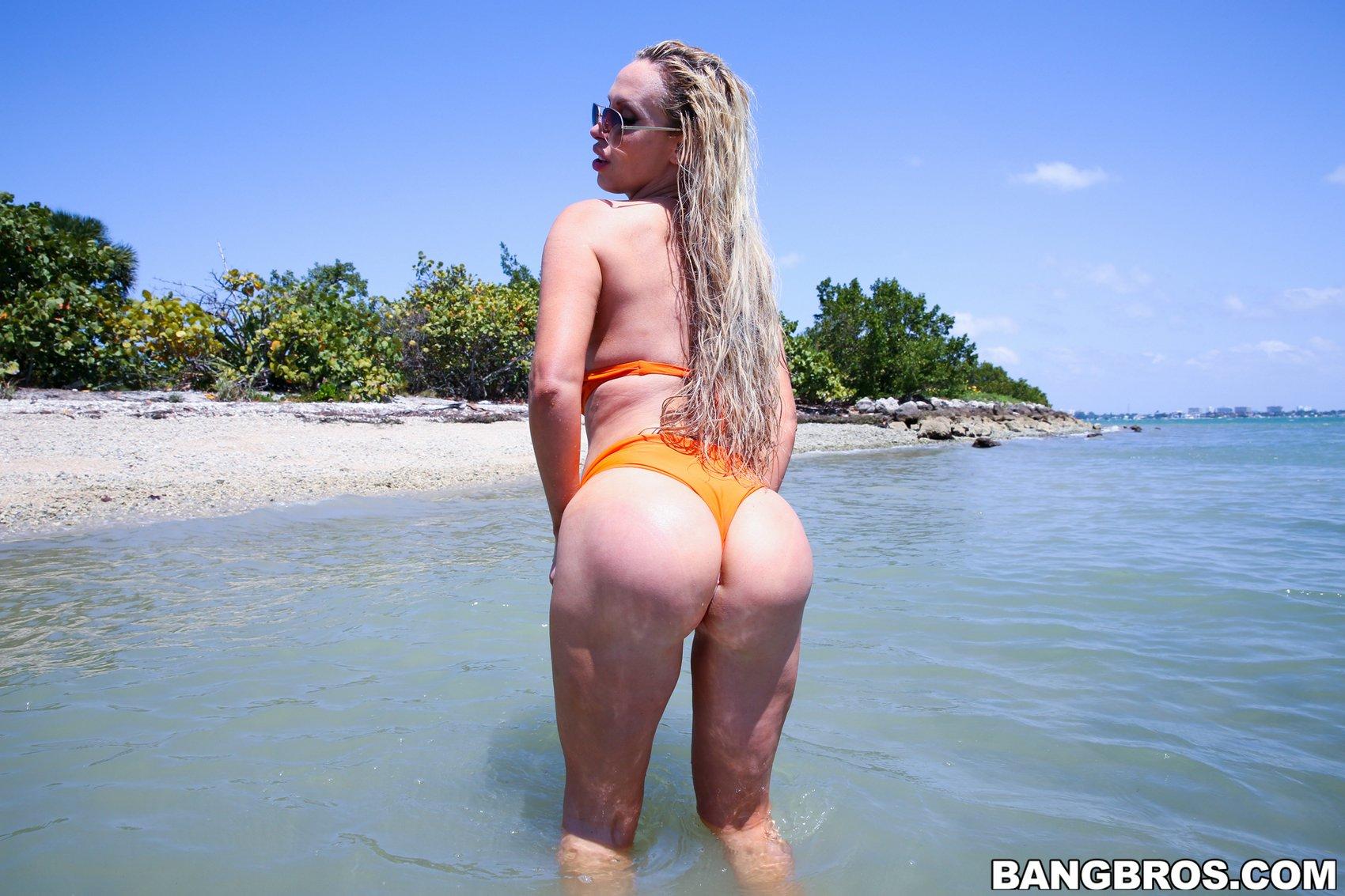 Nikki bikini off