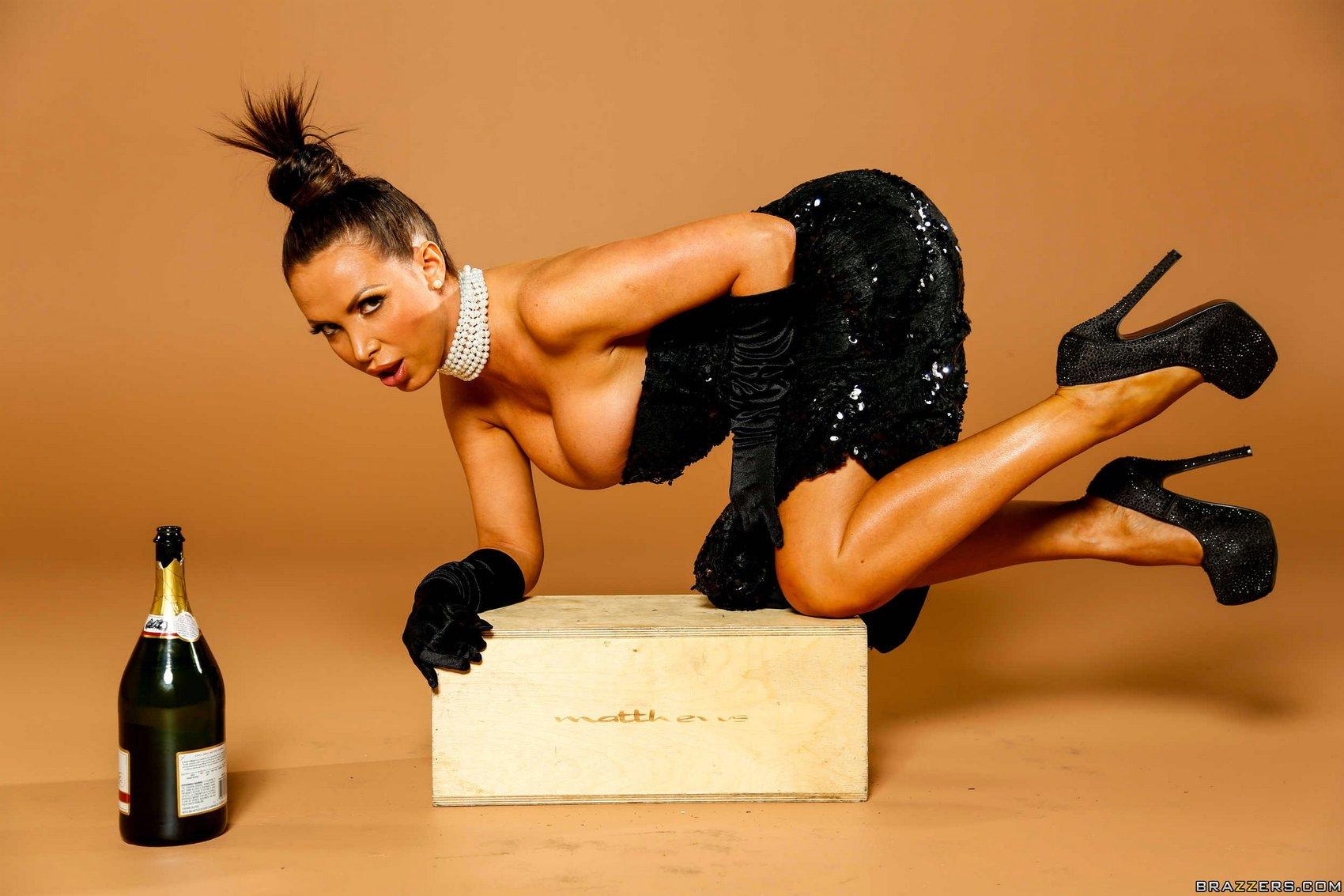 Nikki benz como kim kardashian