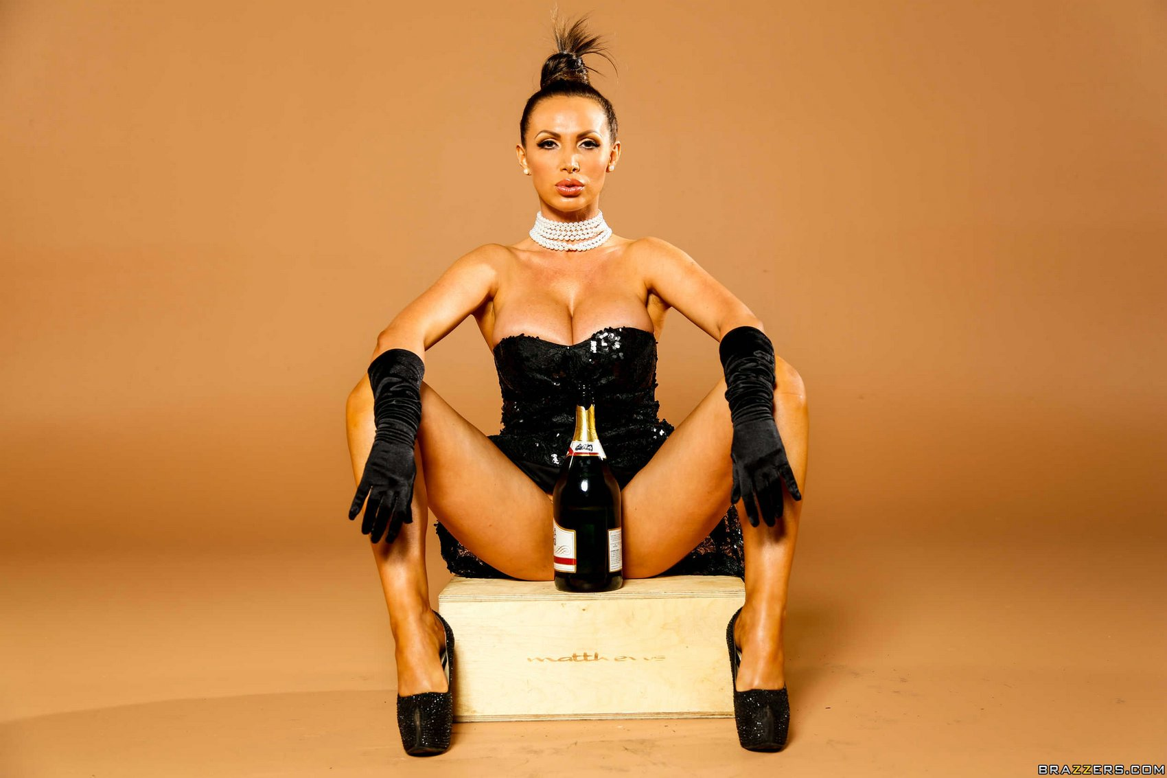 kim kardashian nikki benz break the internet