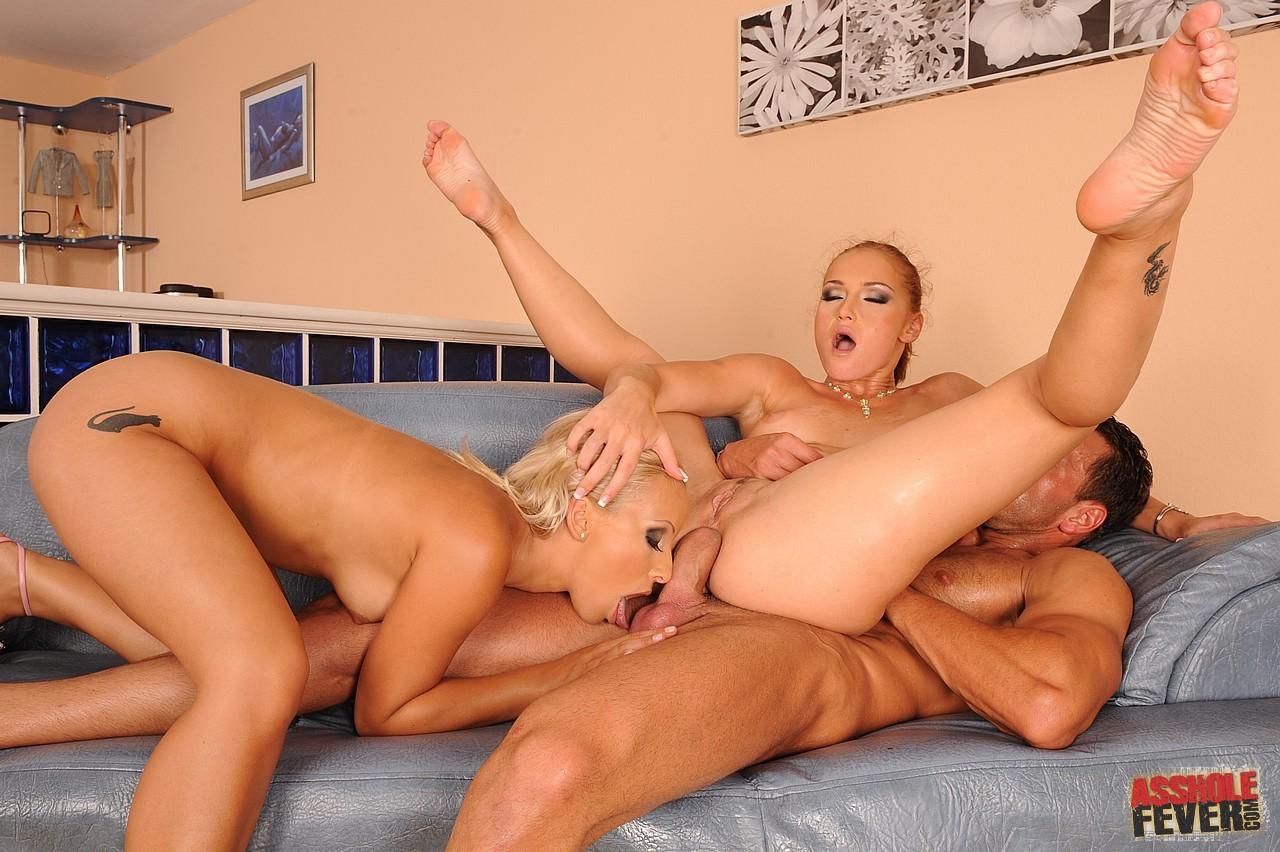 Секс втроем две бабы и один мужик фото 361-341
