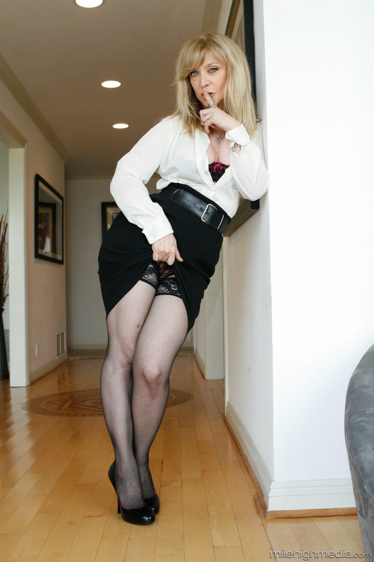 Sexy legs hartley Nina