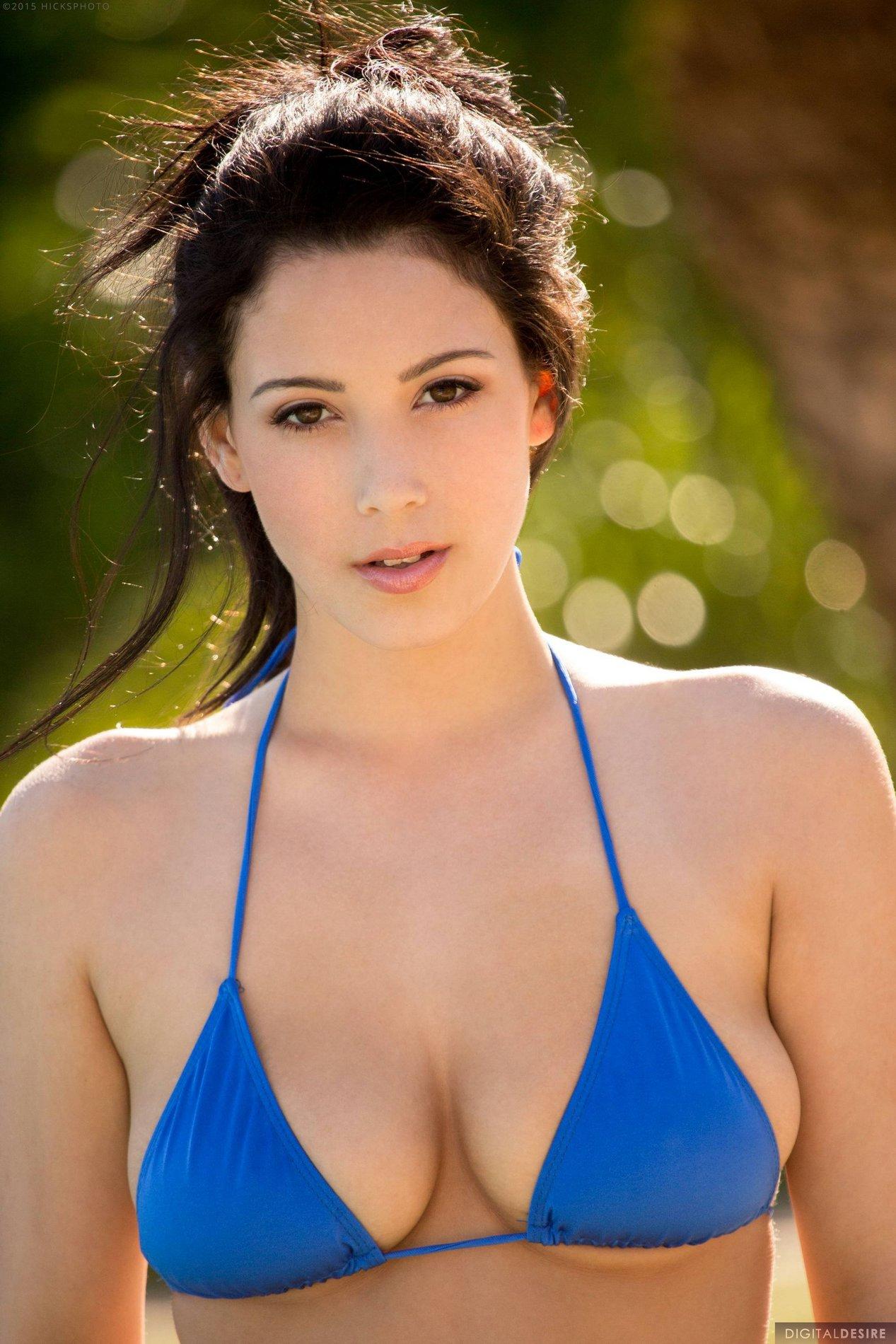 Noelle Easten