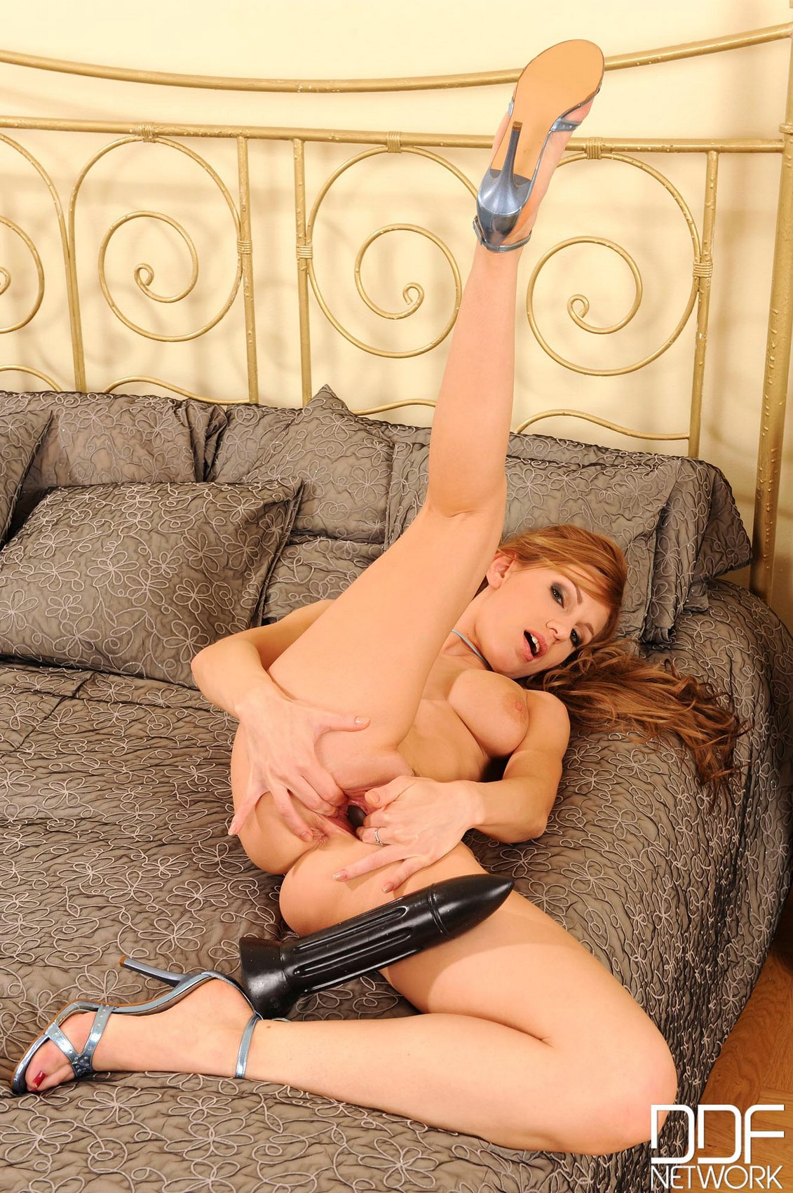 Olga Barz fucking her pusy with a huge black dildo - My ...