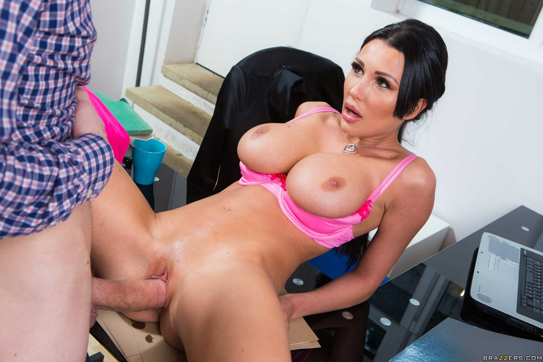 Latin babe kimberly fucked by bp agent