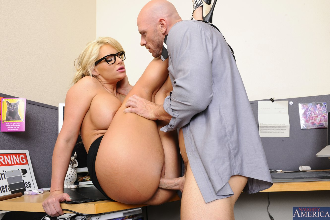 Secretary Phoenix Marie gets fucked by her co-worker Johny ...