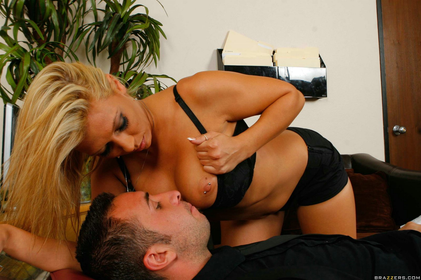 Brazzers sexy blonde paramedic lylith lavey fucks patient 1