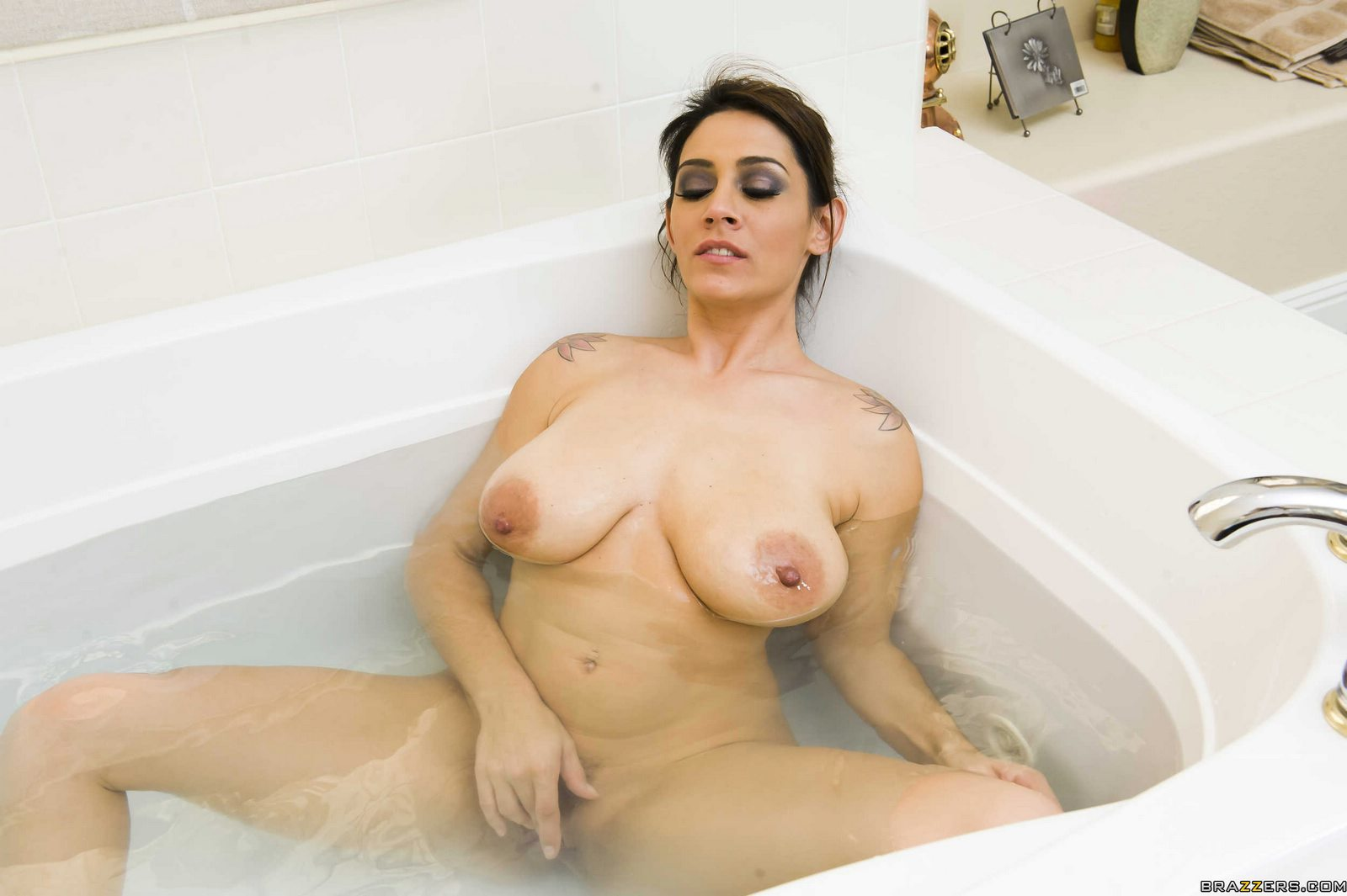 Horny milf masturbating and anal toying in 3 scenes 2