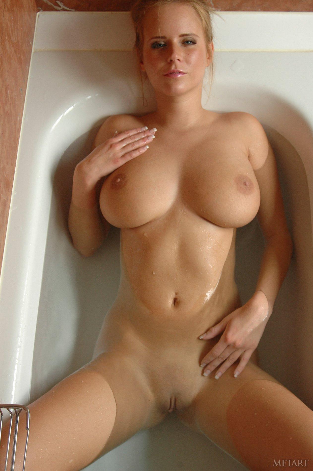 Busty Beauty Raylene Richards Takes A Hot Shower - My -5799