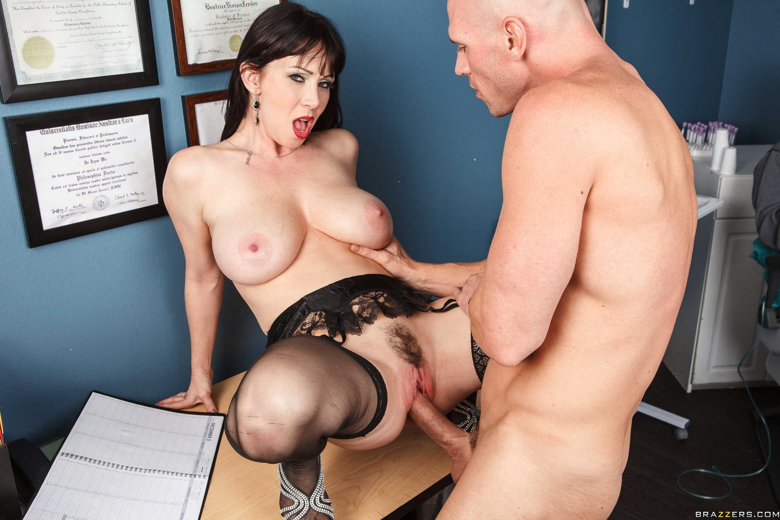 Rayveness gets fucked in hollywood porn hookers 2
