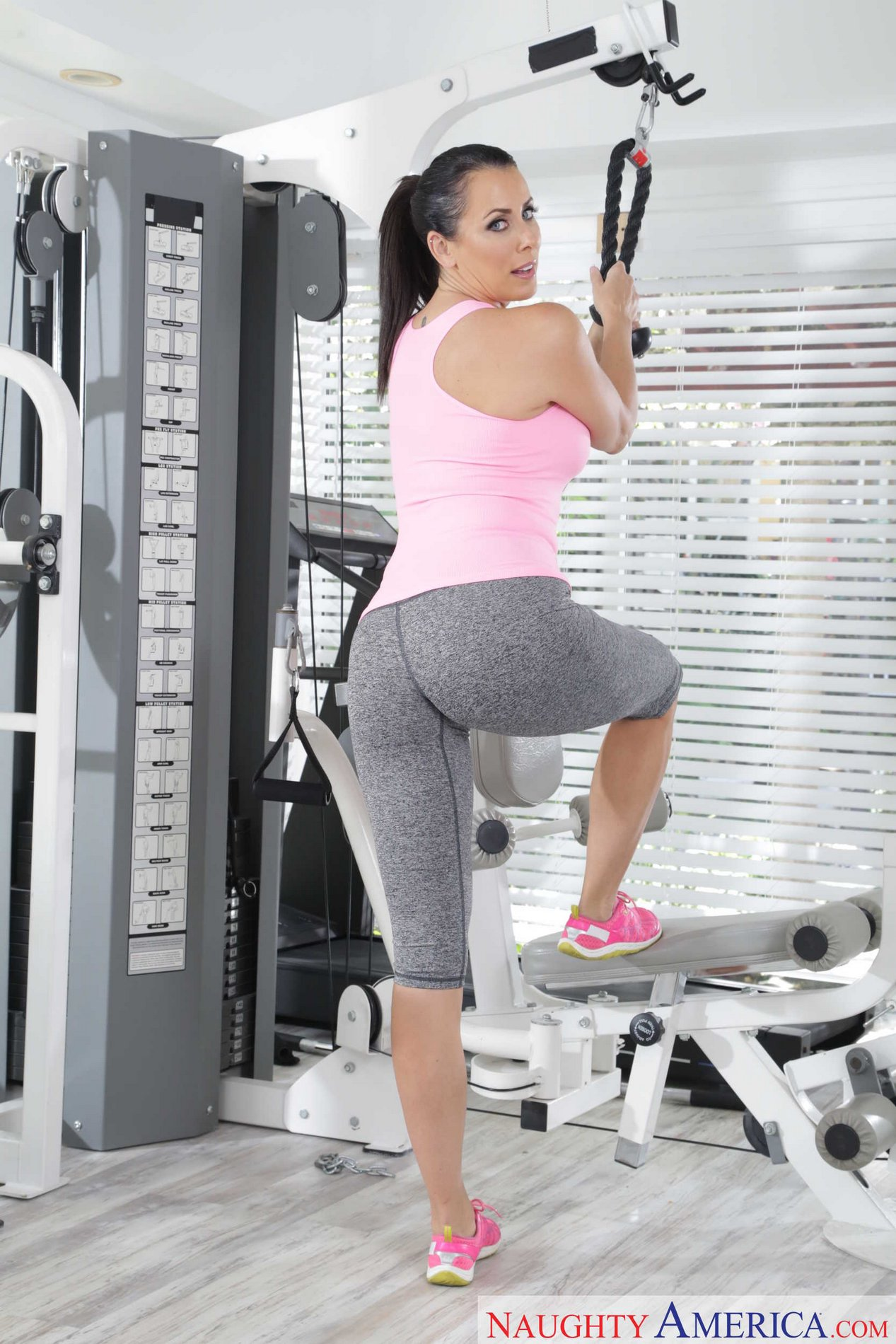 ANNABELLE: Milf at the gym