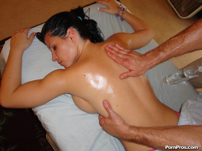 Рыжей сделал массаж и трахнул ее 9 фотография