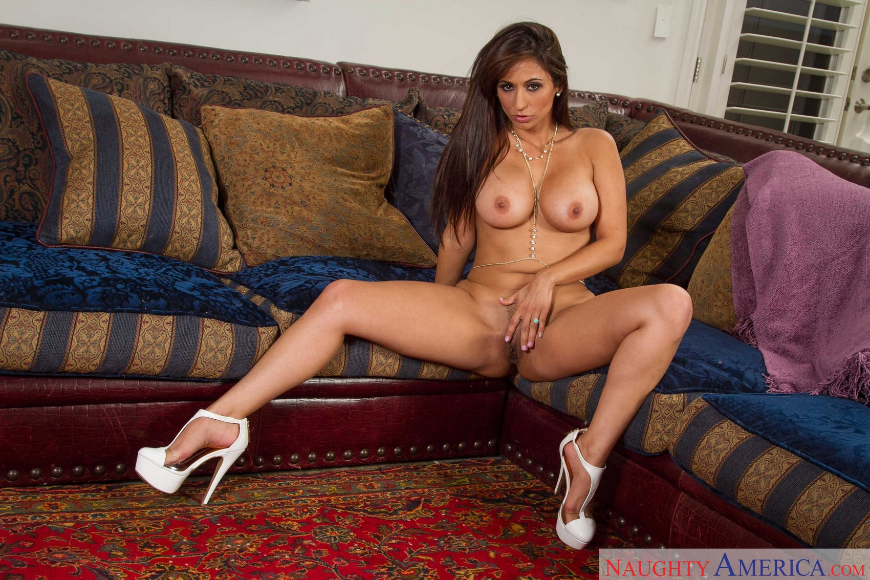 Sexy double blowjob with alix and anna bell ends in a big facial