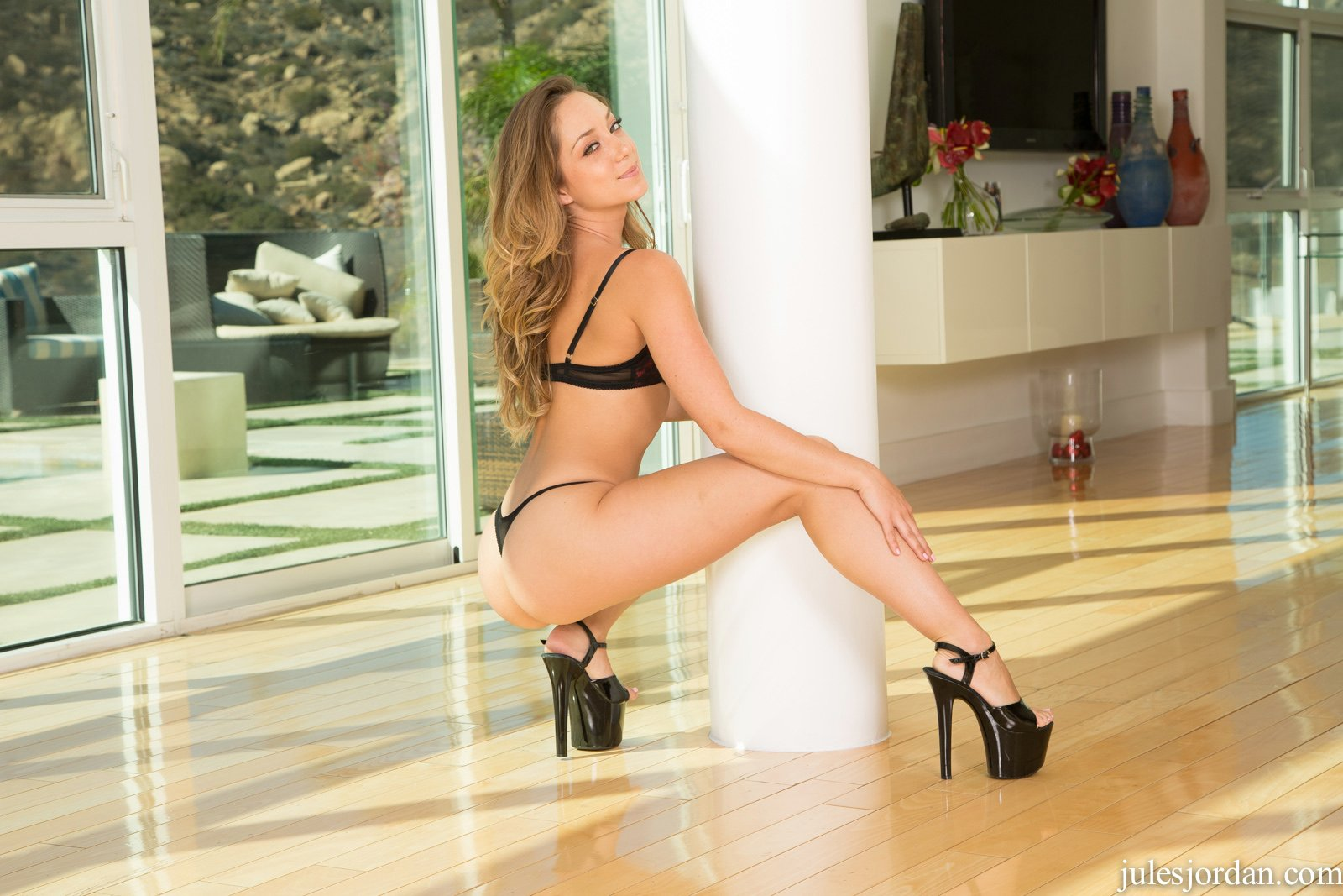 Gorgeous babe Remy LaCroix in sexy heels poses for camera ...