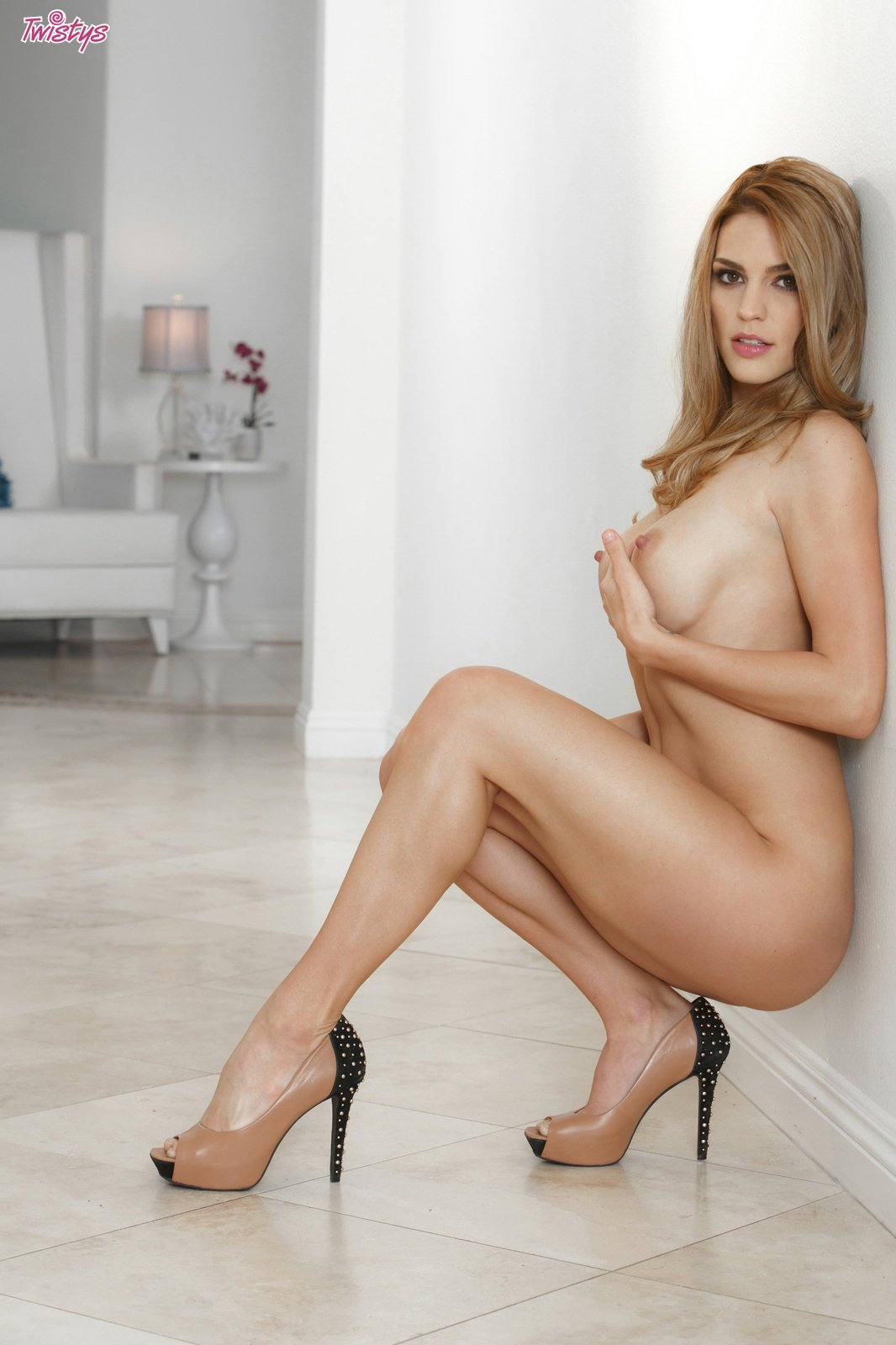 Sexy naked mexican babe in heels