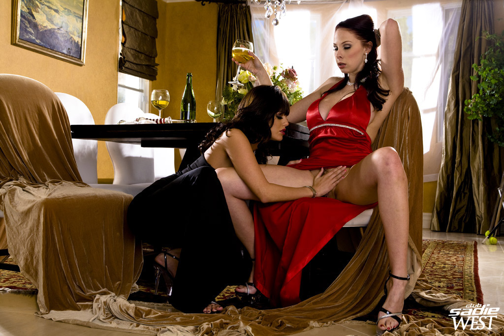 Sadie West And Gianna Michaels In Hot Lesbian Action