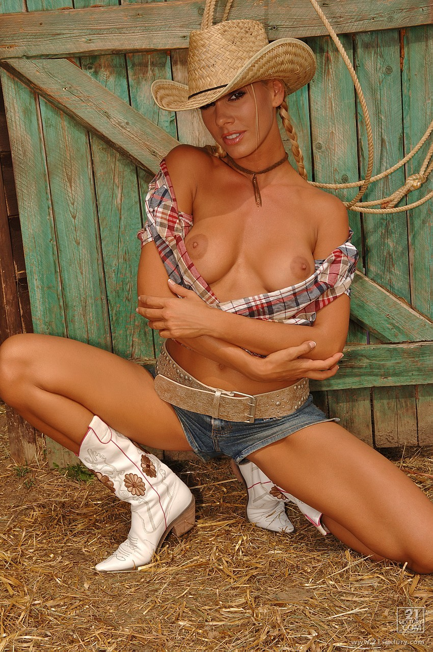 naked-girls-country-milfs-aniston-fake-nudity