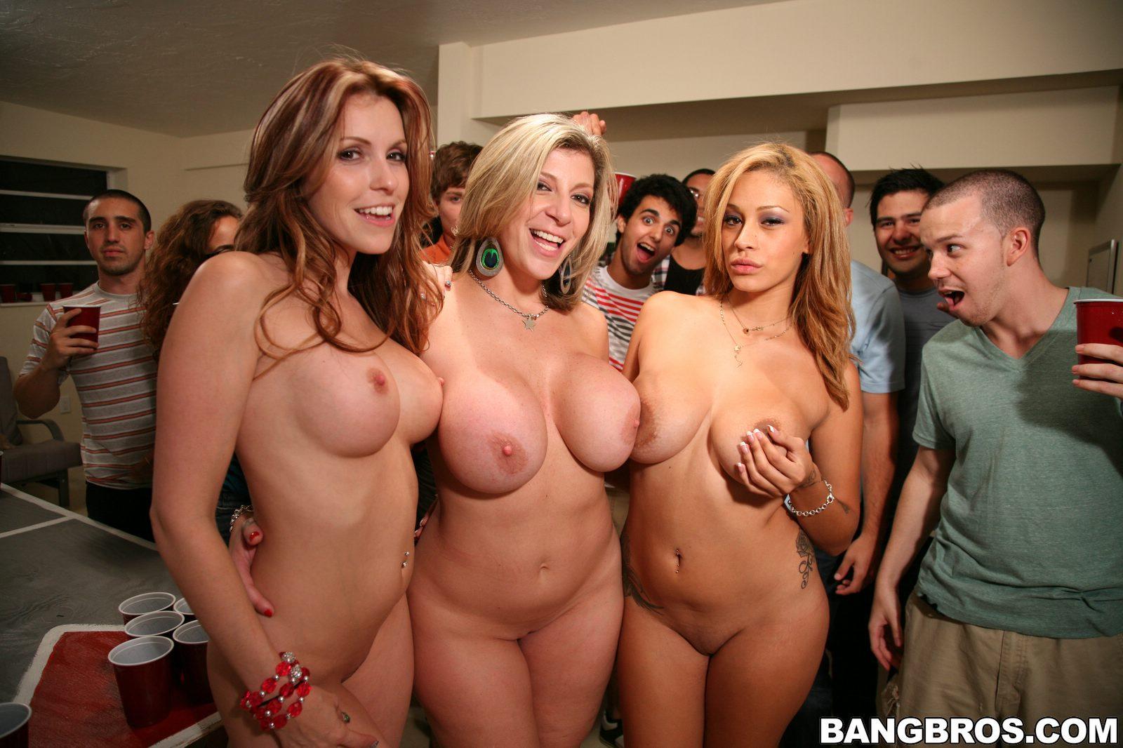 Телочки на вечеринке порно 2 фотография