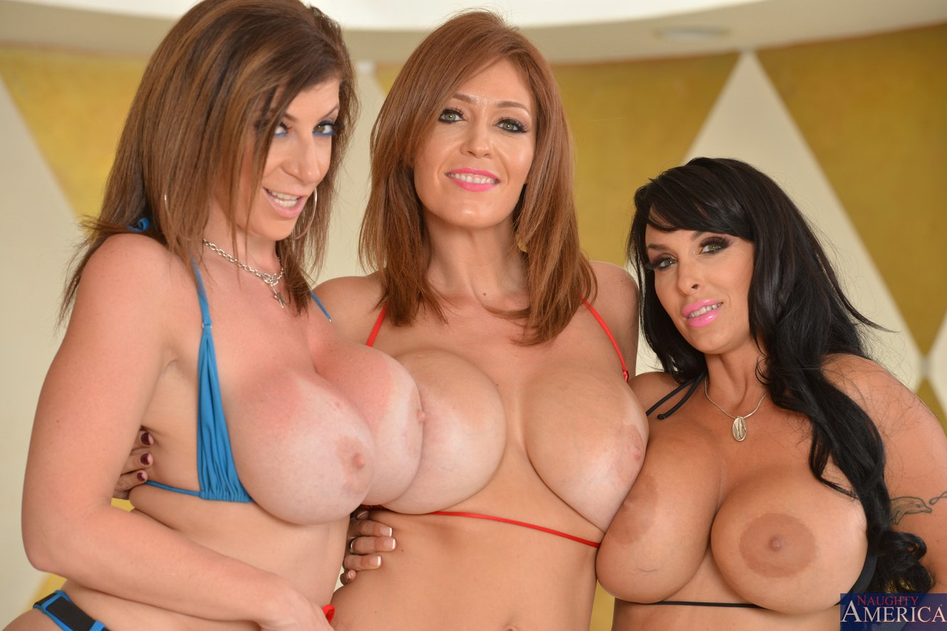 Share Sara jay charlee chase holly halston this excellent