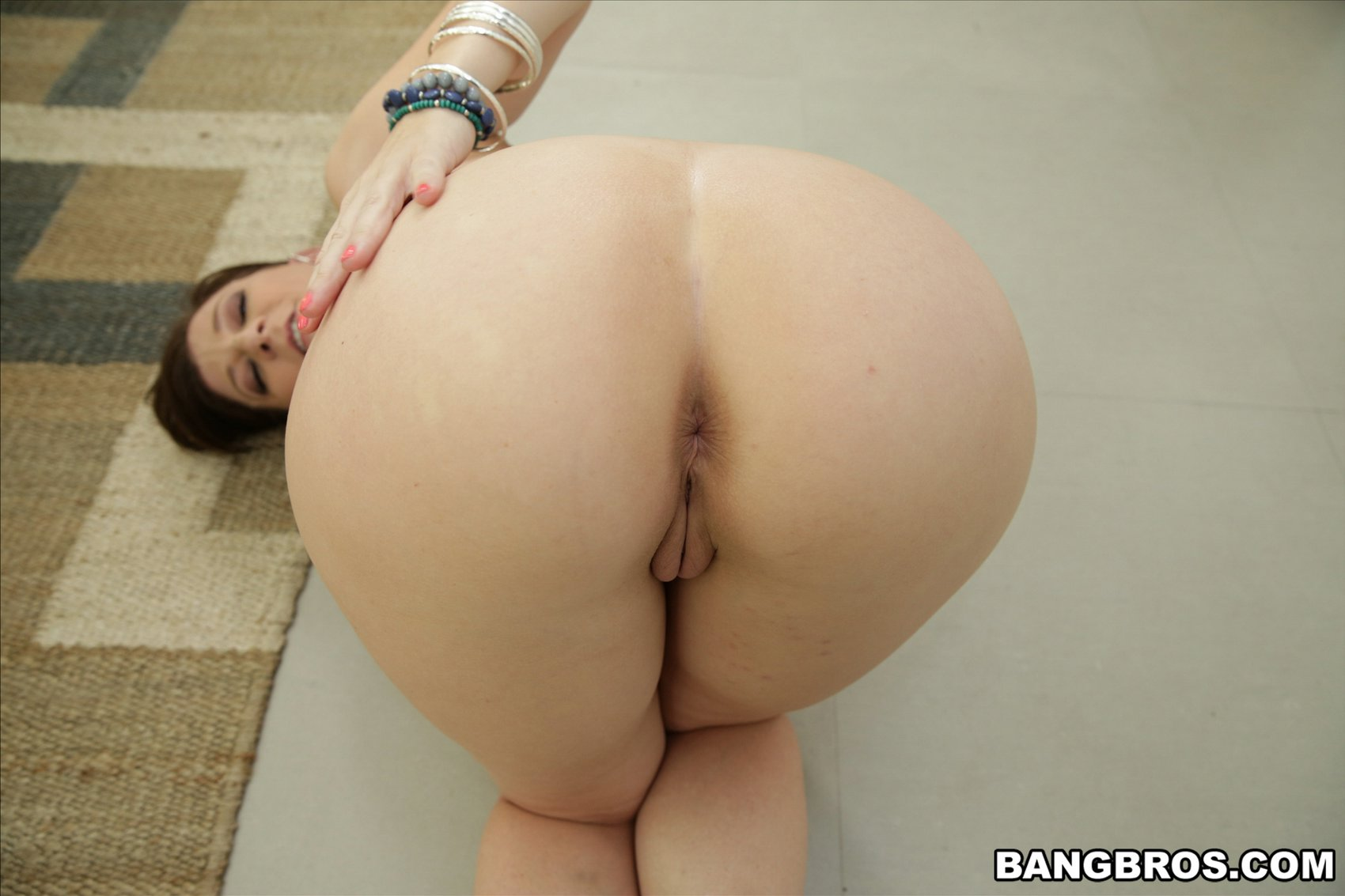 Latina ass and foot fetish