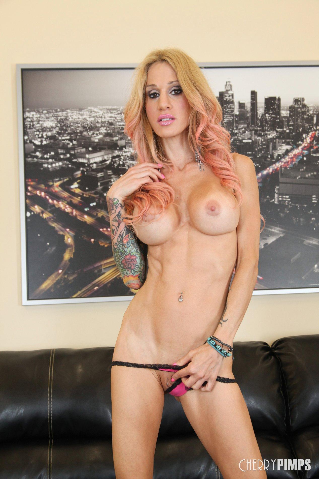 Sarah jessie hot body ink 1