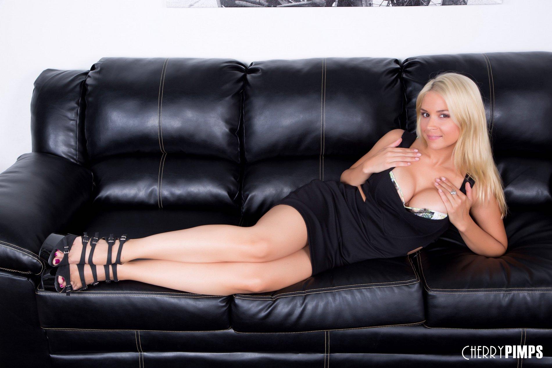 Gangbang with perverted cum-swallowing milf blonde Sara Sloane  1972838