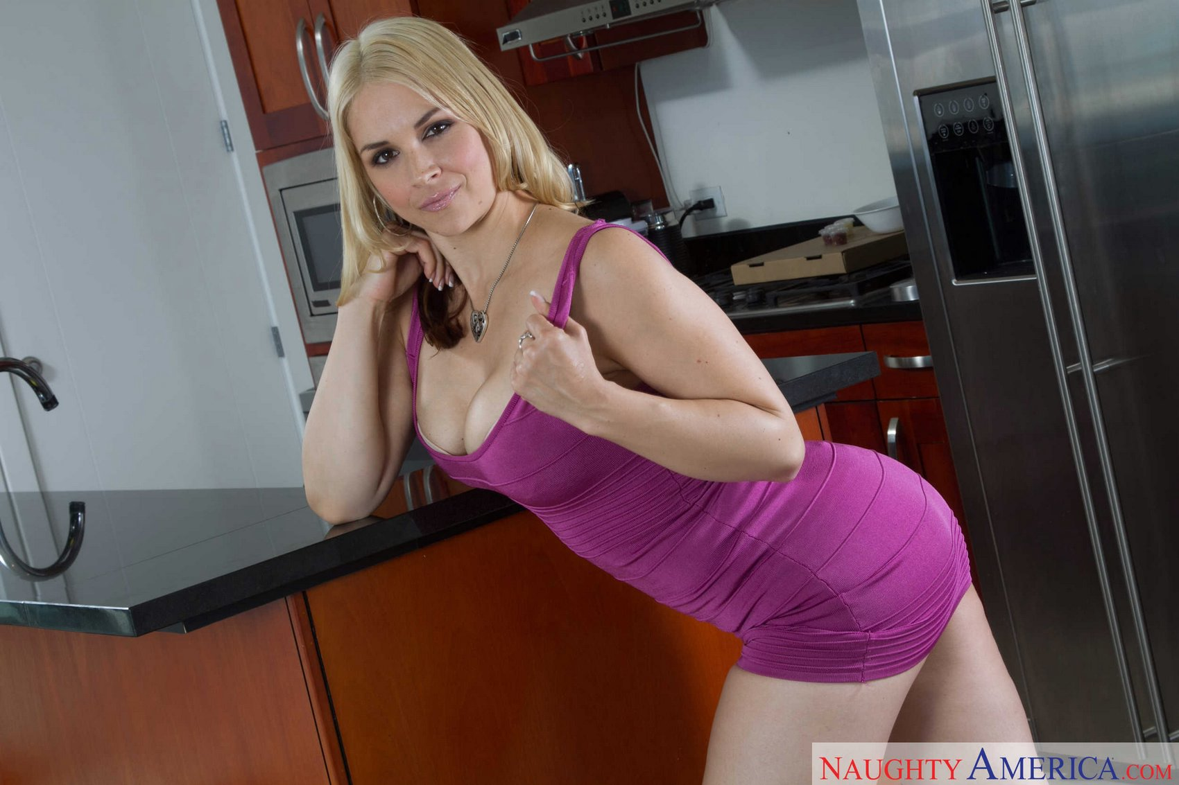 Sarah Vandella Hot