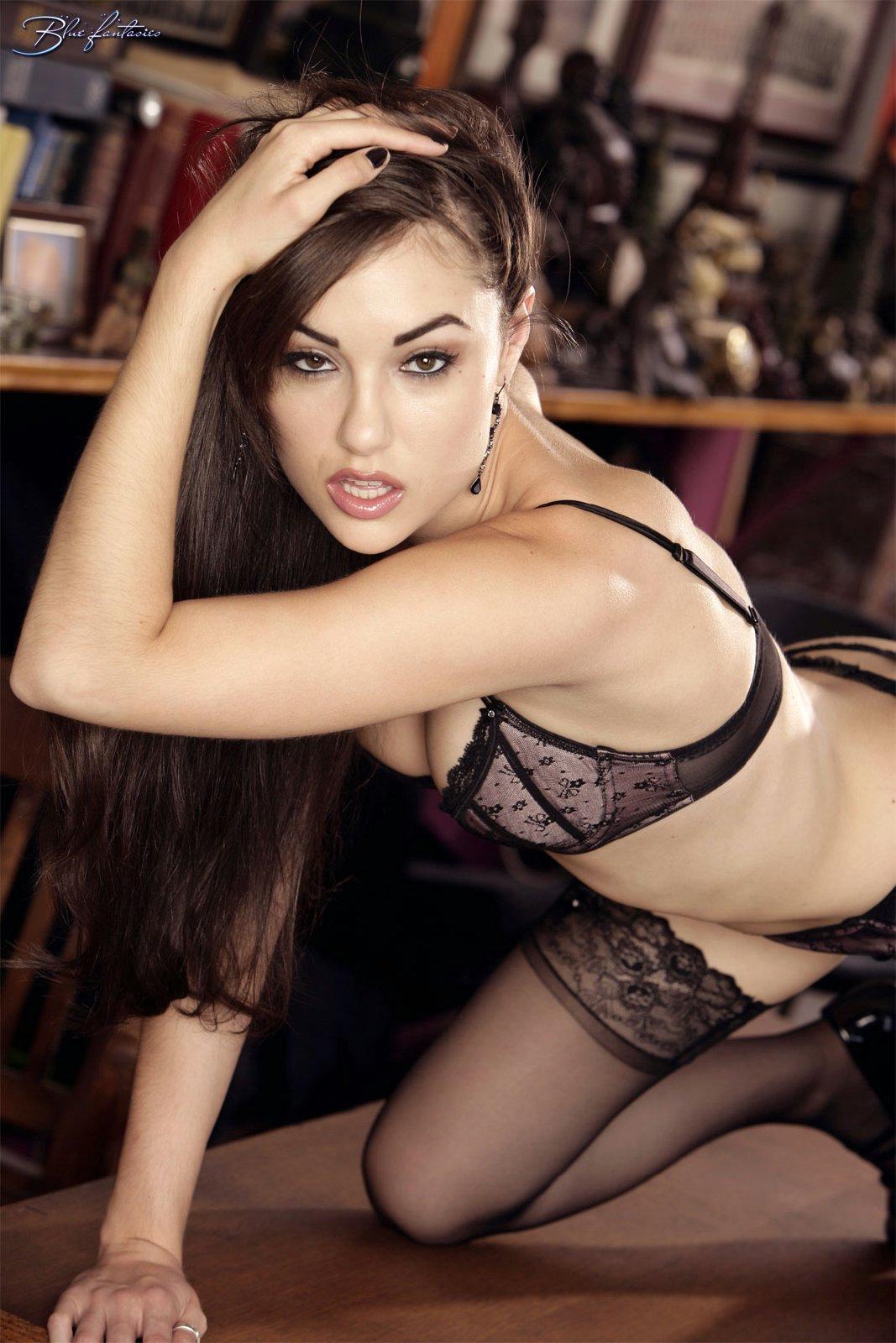 Pornstar babe Sasha Grey shows her tight ass and hairy pussy № 257915 бесплатно