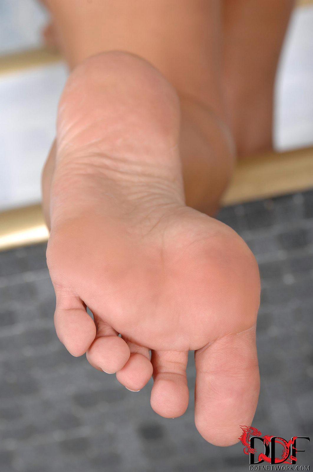 Sasha Rose and Nikki Miller worshipping their feet in the ...