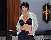 Dick deprived MILF Shay Fox getting her trimmed cunt annihilated № 200400  скачать