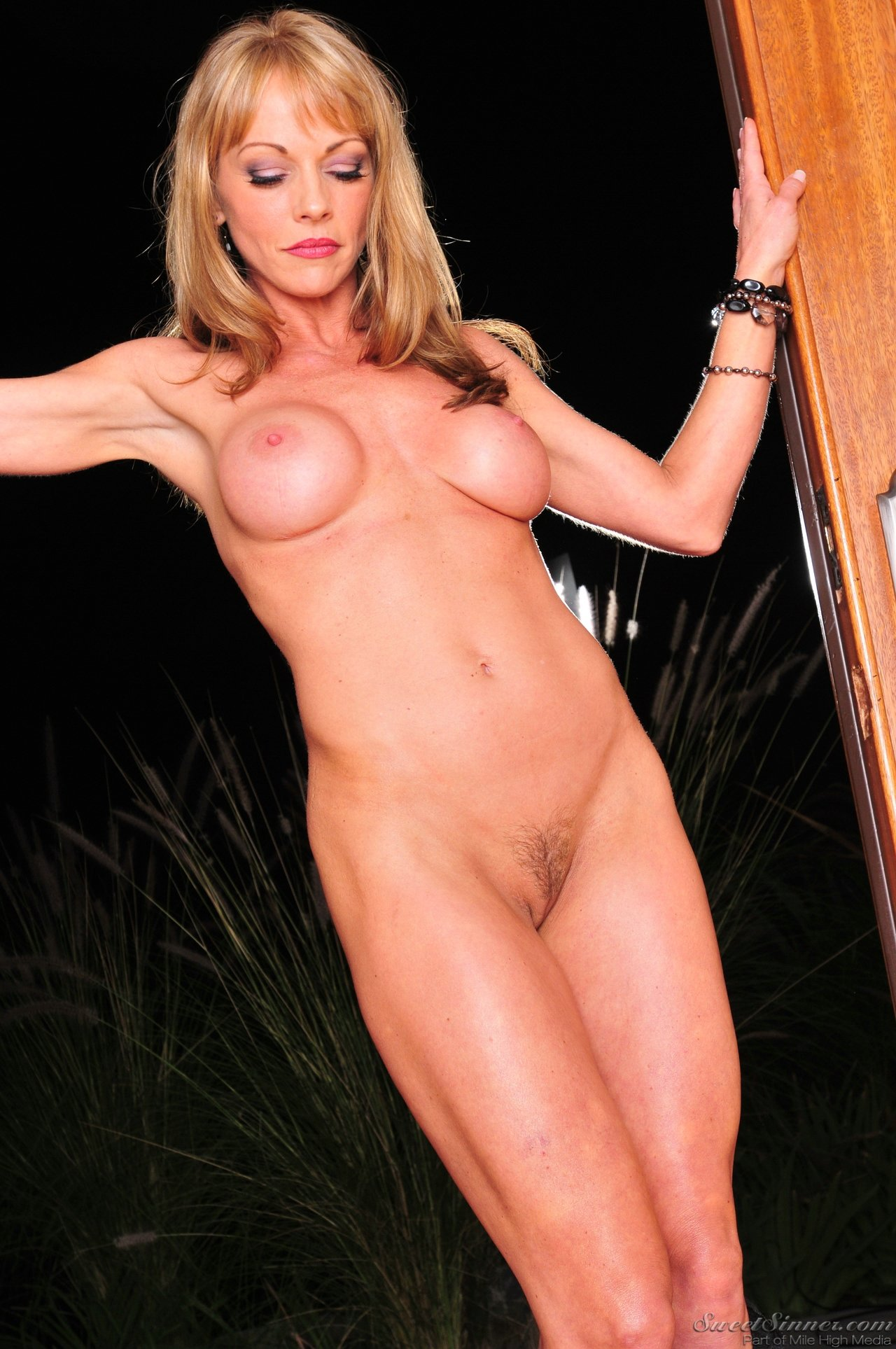 Blonde milf shayla in stockings sm65 7
