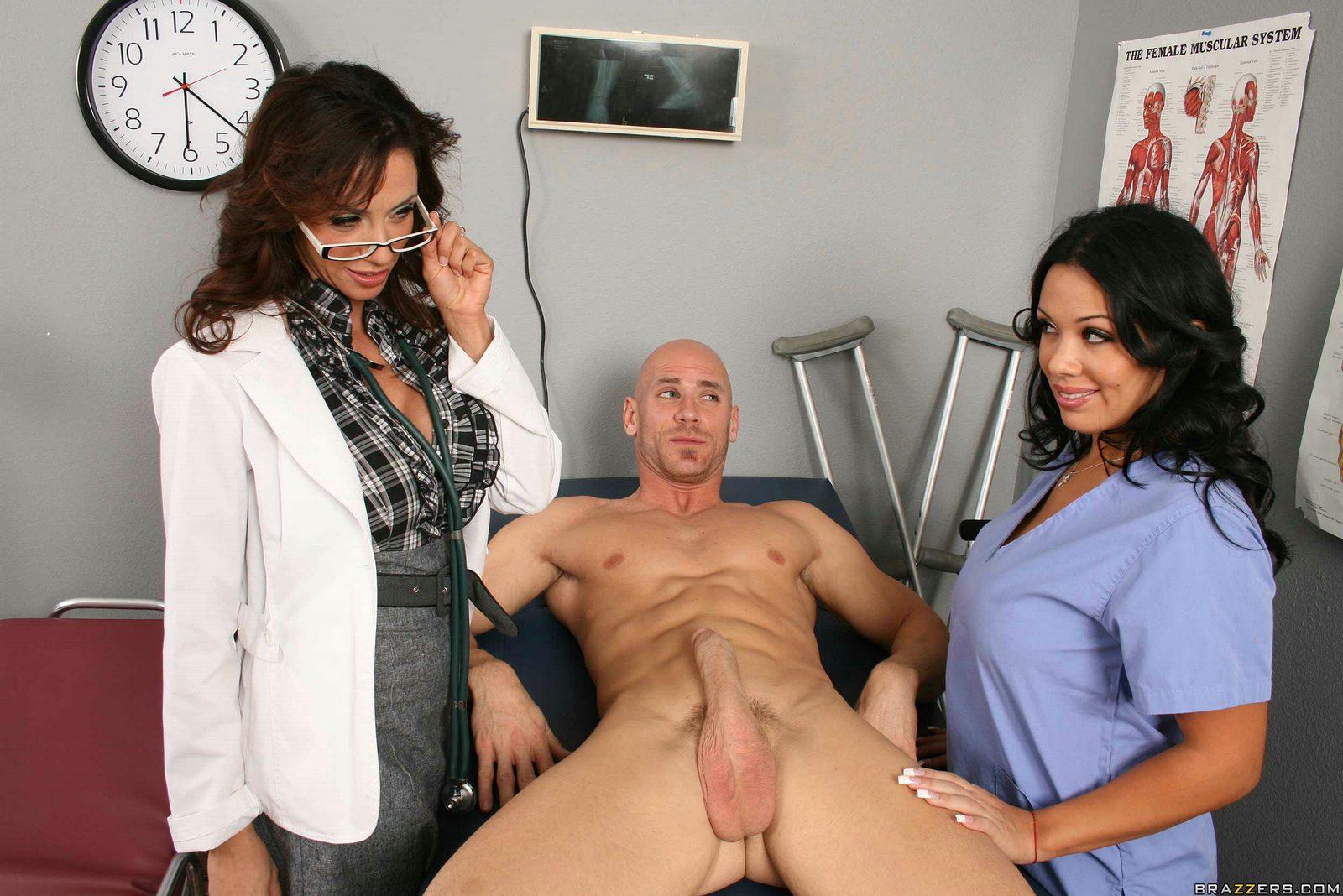 Секс на осмотре с медсестрой 13 фотография