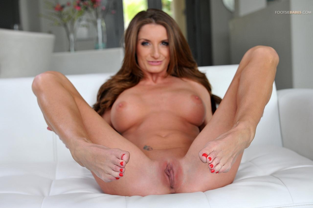 hot babe nude wonderwoman