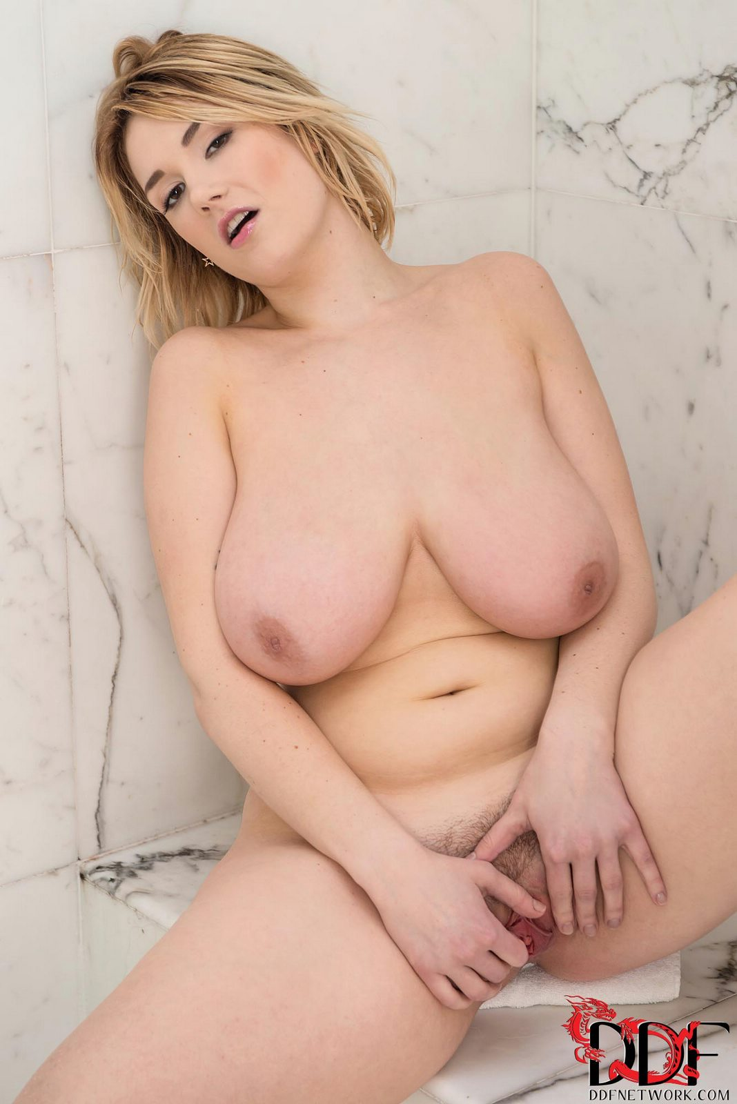 porno-aktrisa-siri