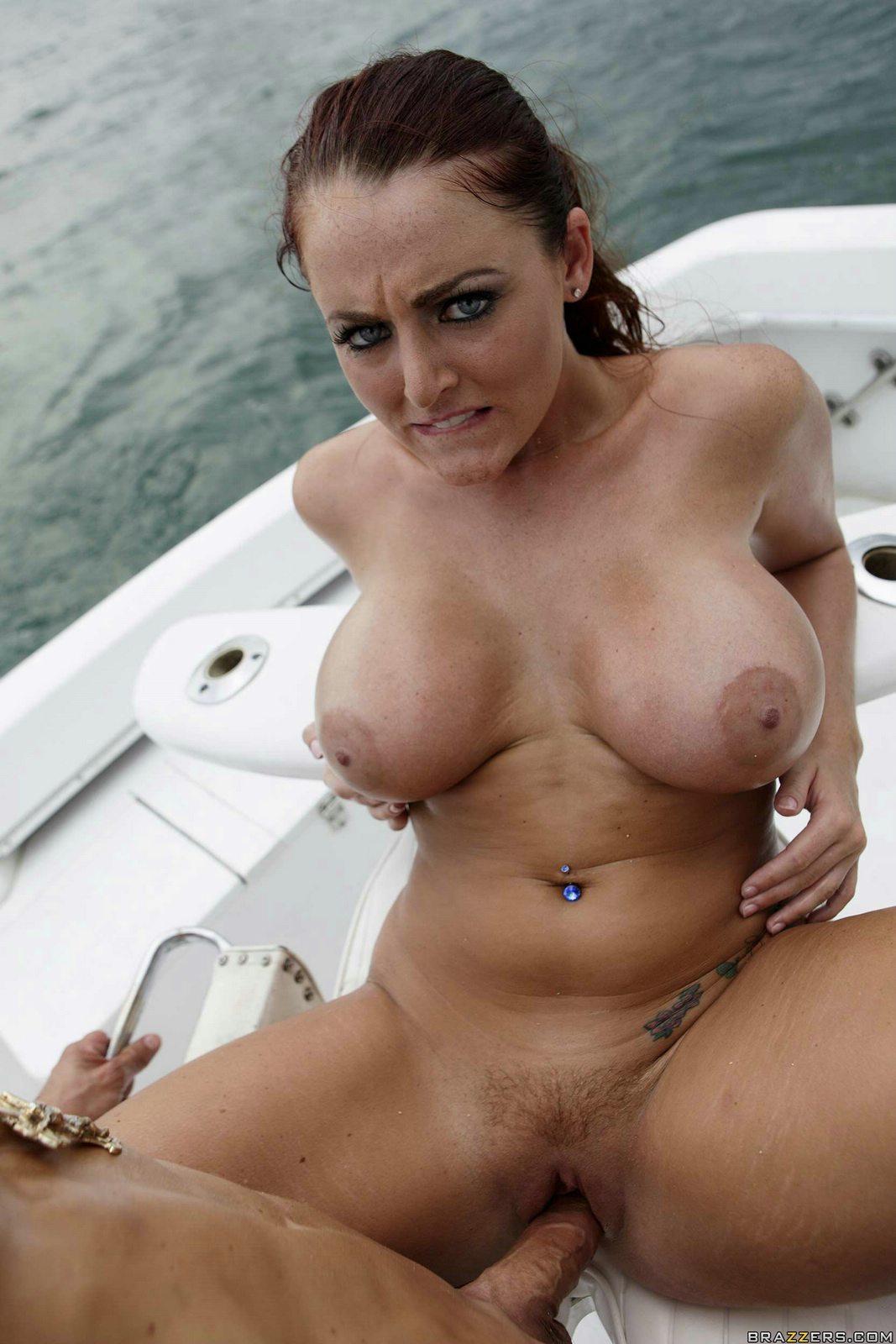 sophie dee boat