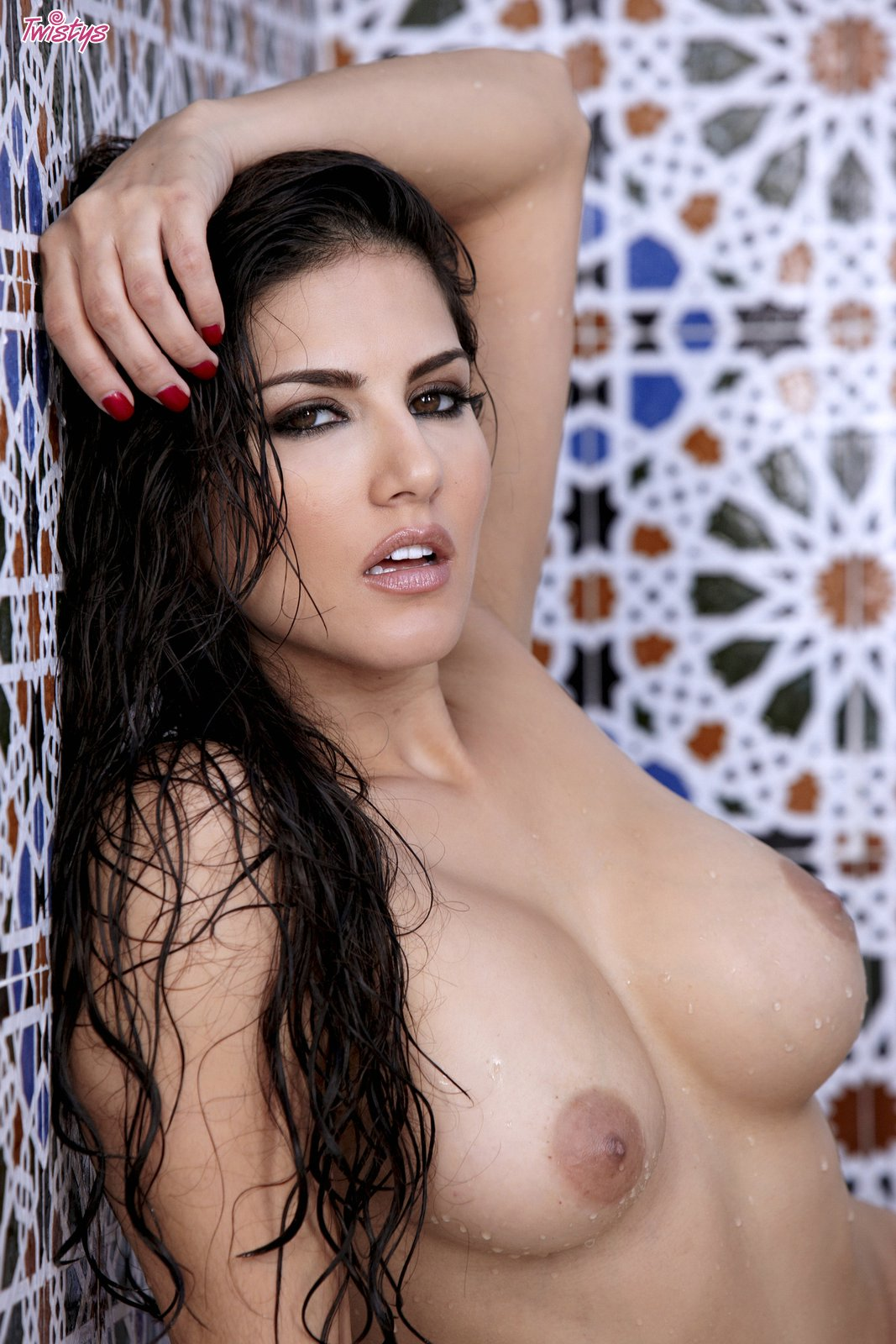 Hot Beauty Sunny Leone Posing In The Bathroom - My -8587