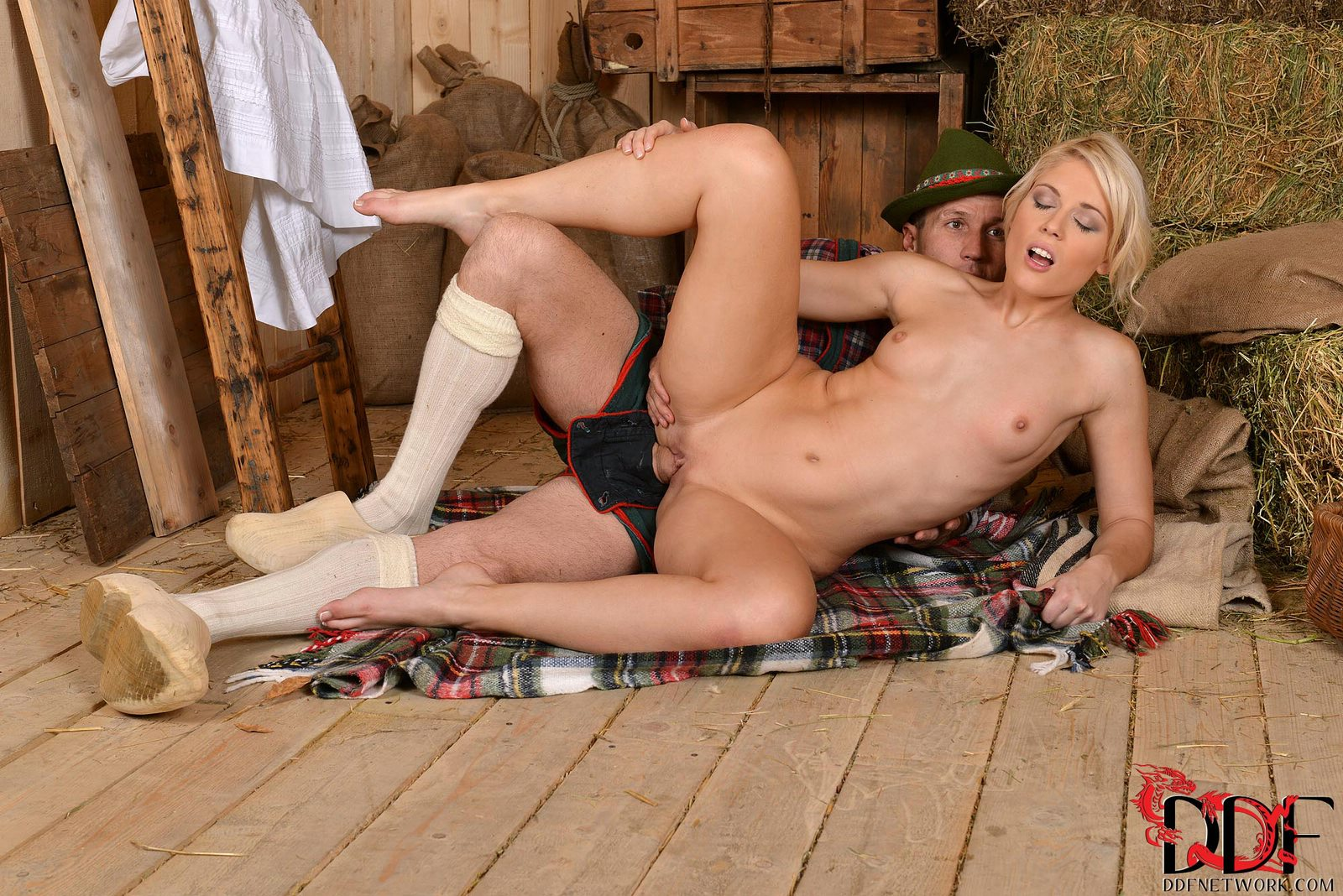 women fucking in the barn