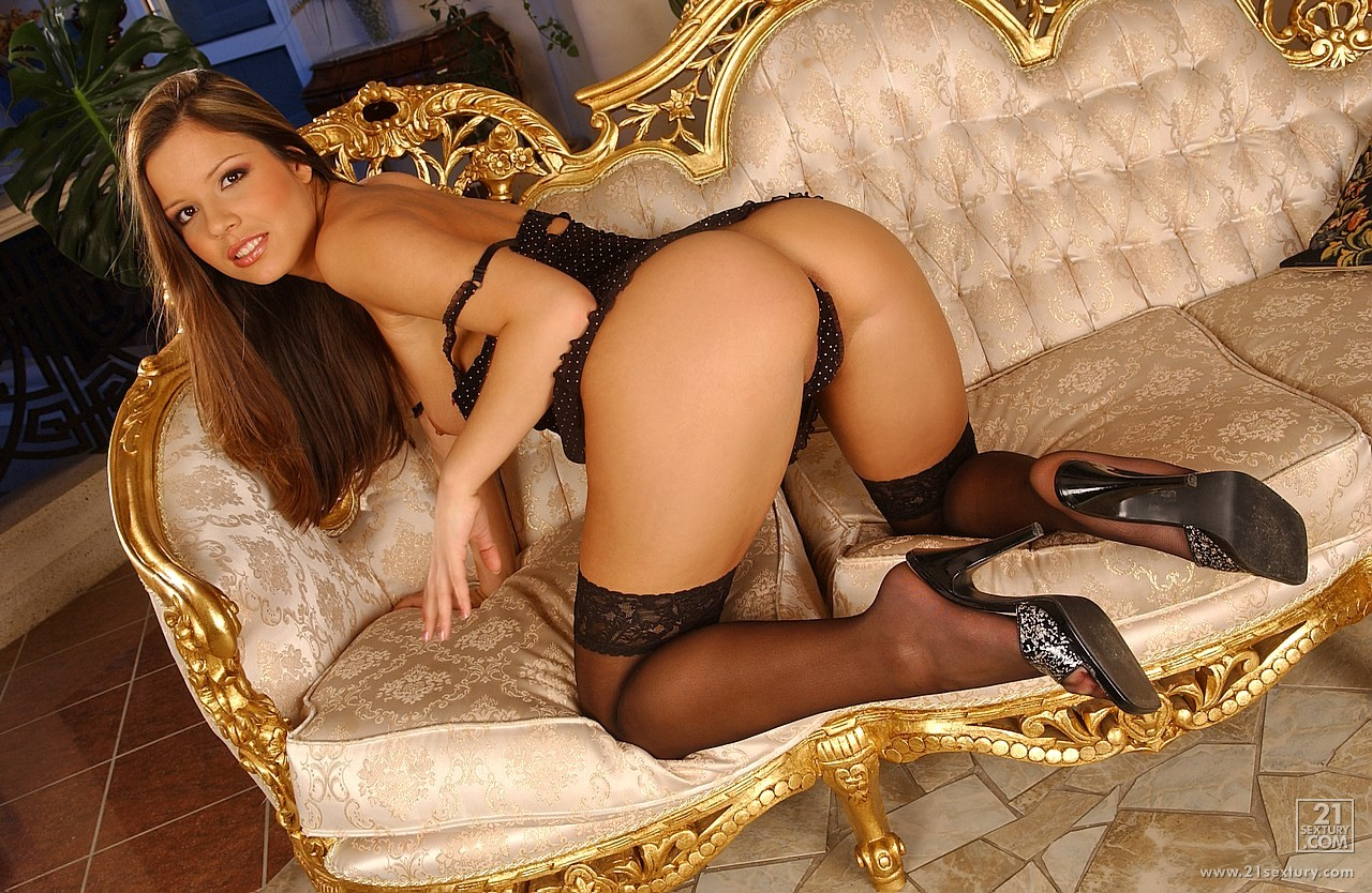 Sweet Peaches in black stockings posing, peeing and ...