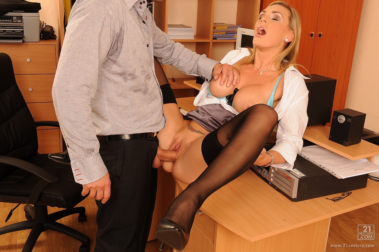 Boss fucking his mature secretary at office 9
