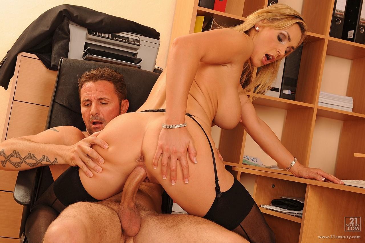 Босс Трахает Секретаршу Порно Актрису