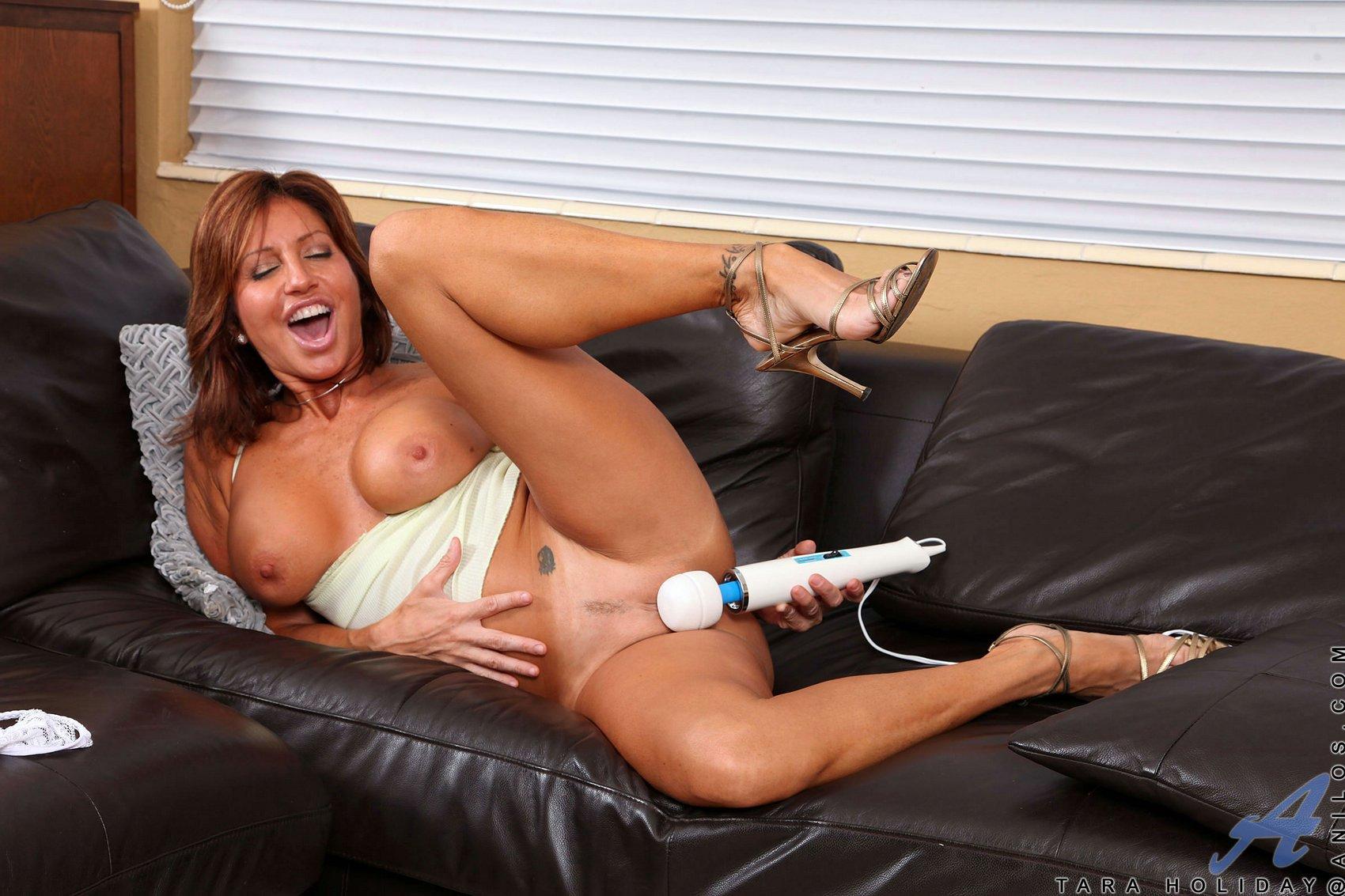 image Sexy milf tara holiday riding cock